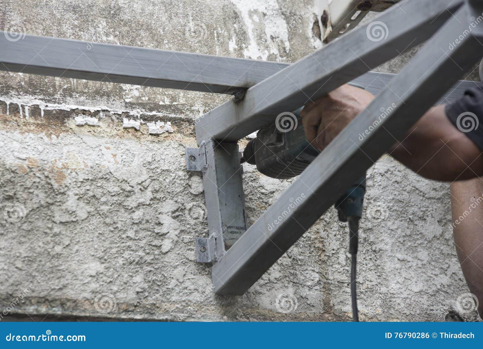 installation de toit en construction photo stock image du toit home 76790286. Black Bedroom Furniture Sets. Home Design Ideas