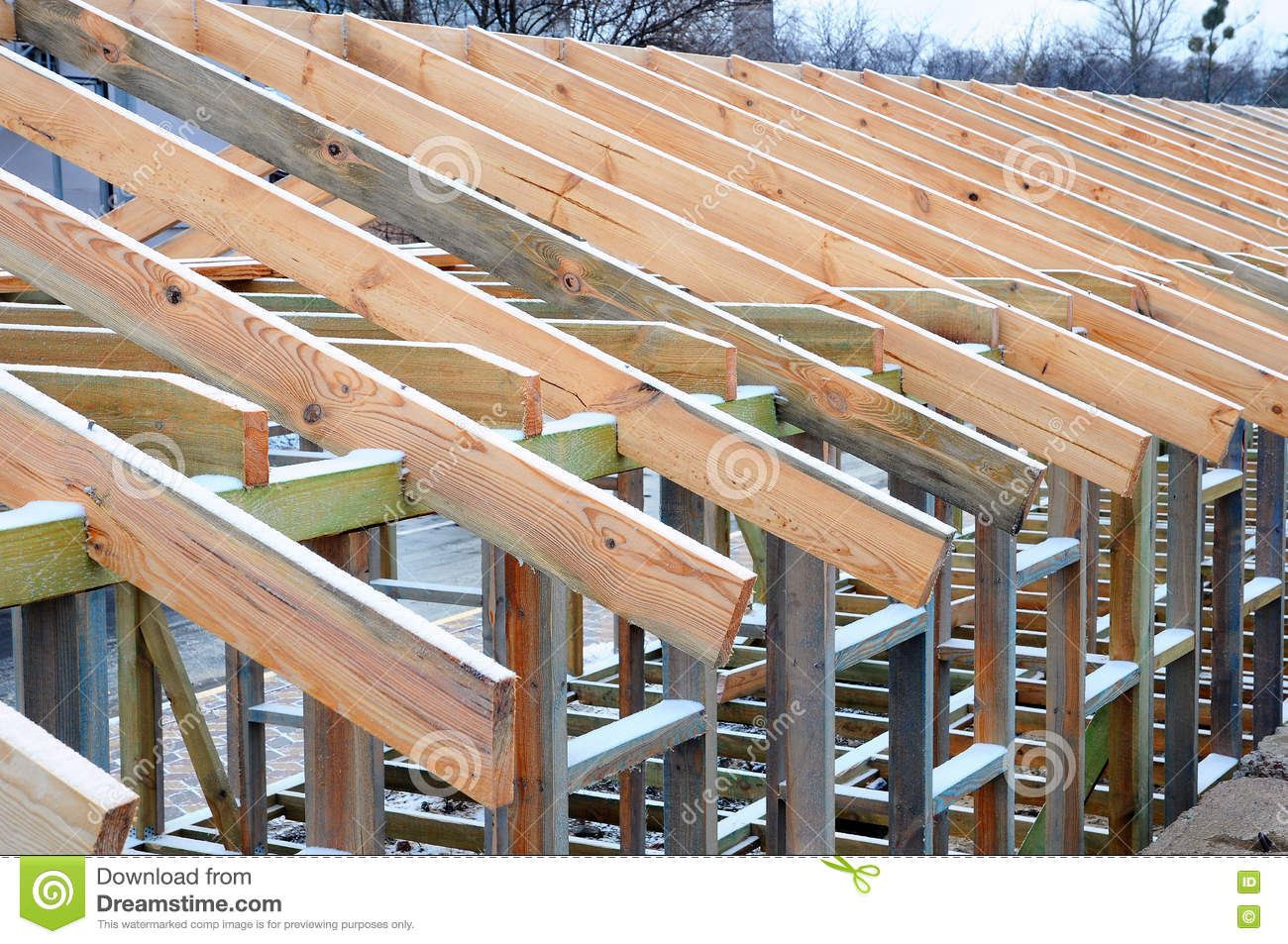 Roof trusses installation for Roof trusses installation