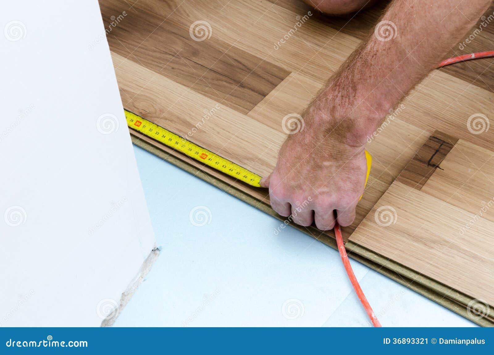 Download Installazione Del Pavimento Immagine Stock - Immagine di funzionamento, pavimento: 36893321