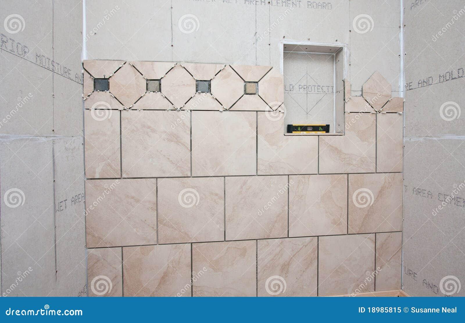 Installazione Delle Mattonelle Nel Bagno Fotografia Stock