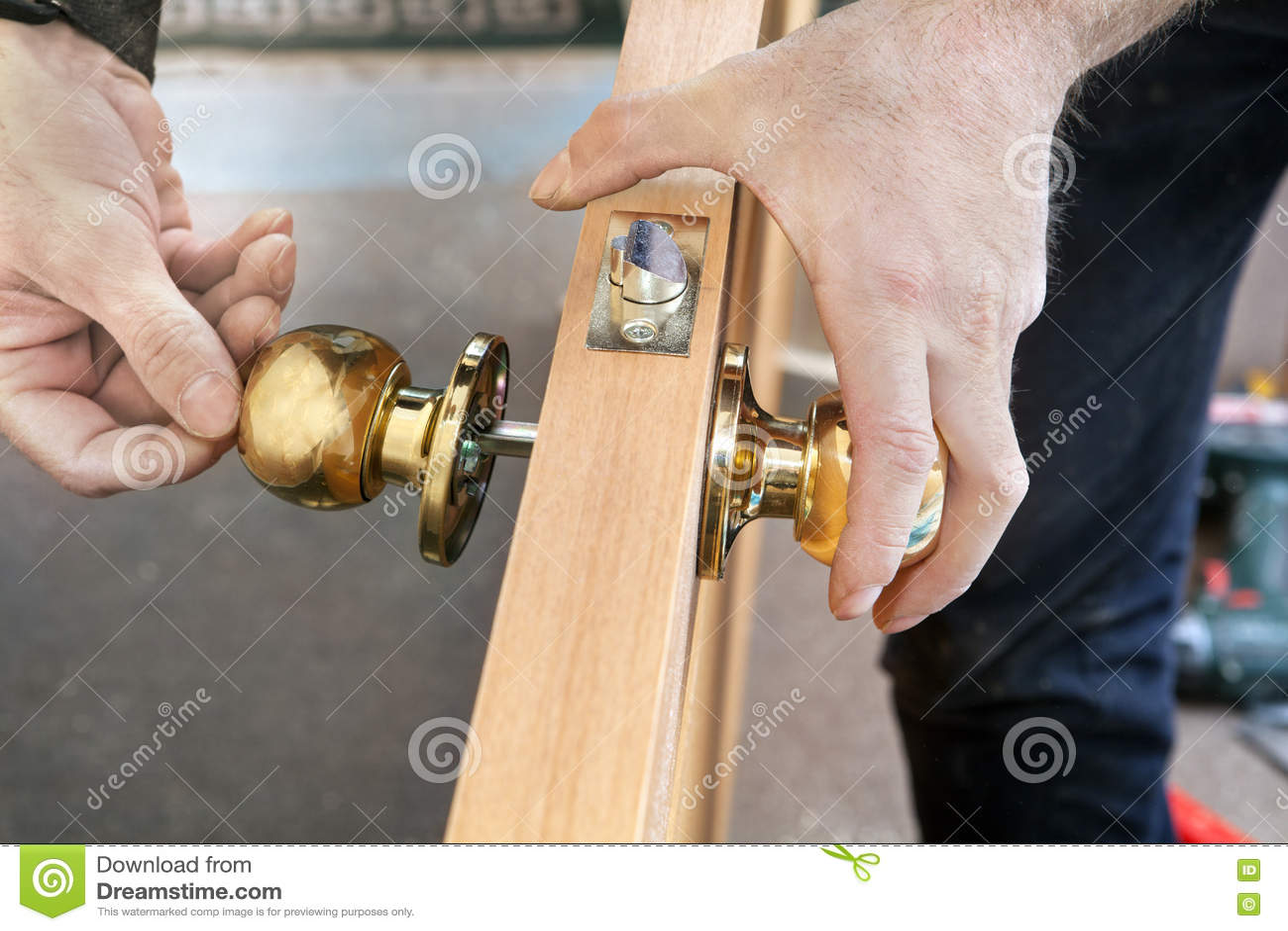Installez la porte int rieure bouton de b ti de menuisier for Bati porte interieure