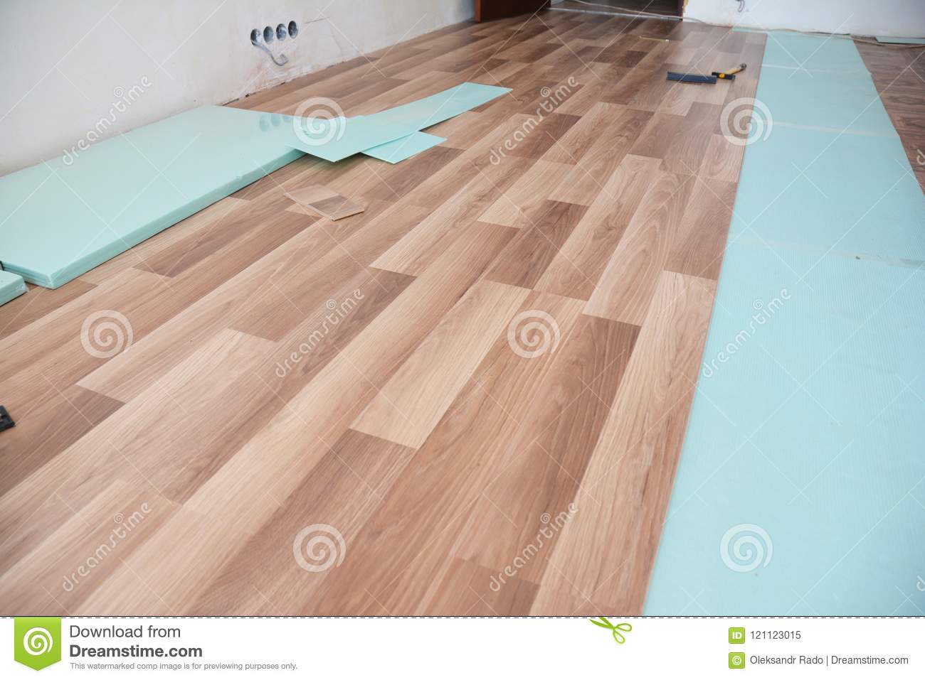 Installing Wooden Laminate Flooring With Insulation And