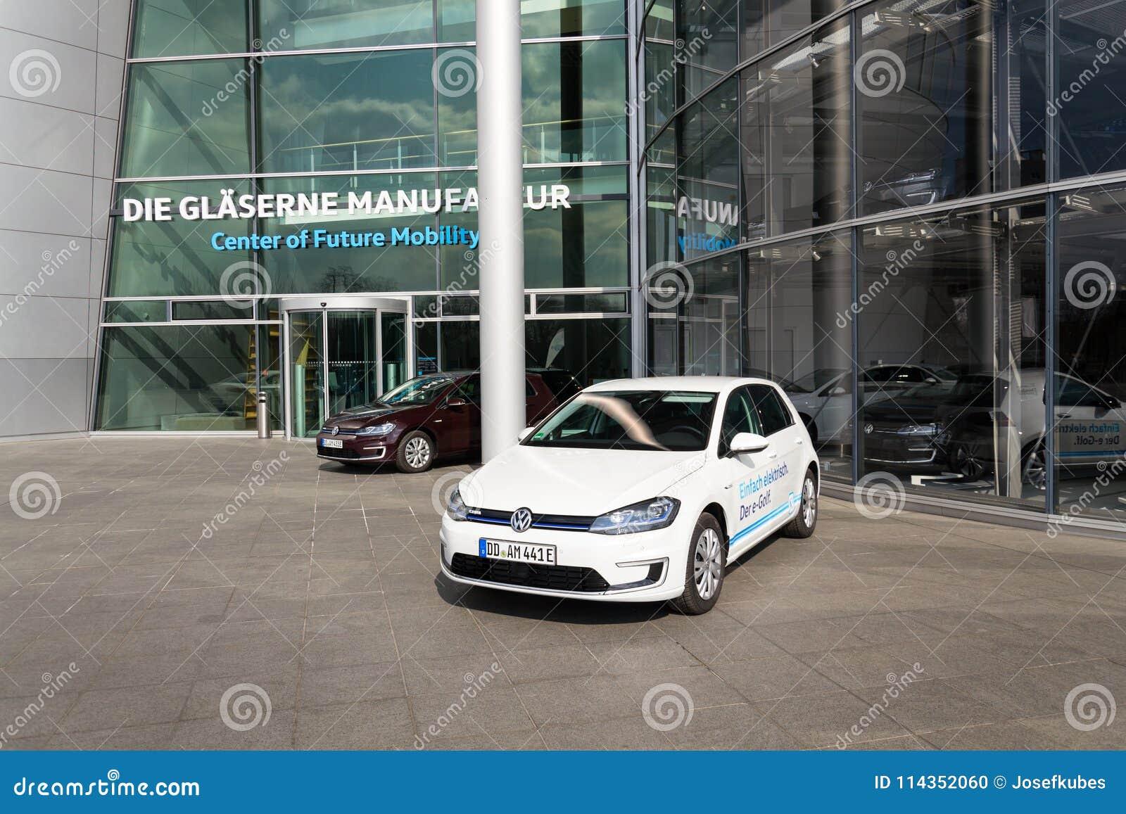 Insteek Hybride Volkswagen Bevindt De E Golf Elektrische Auto Zich