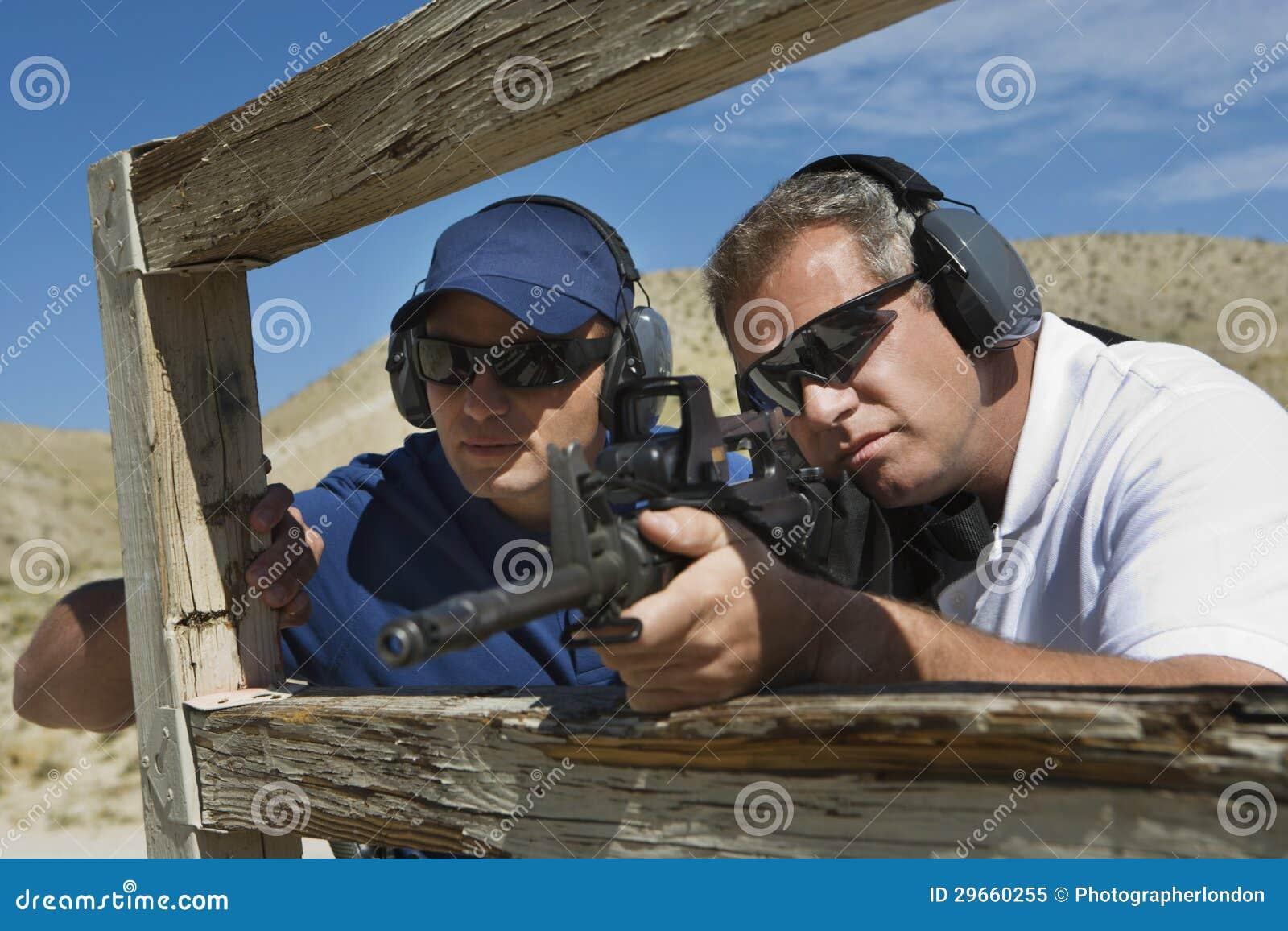 InstruktörWith Man Aiming maskingevär