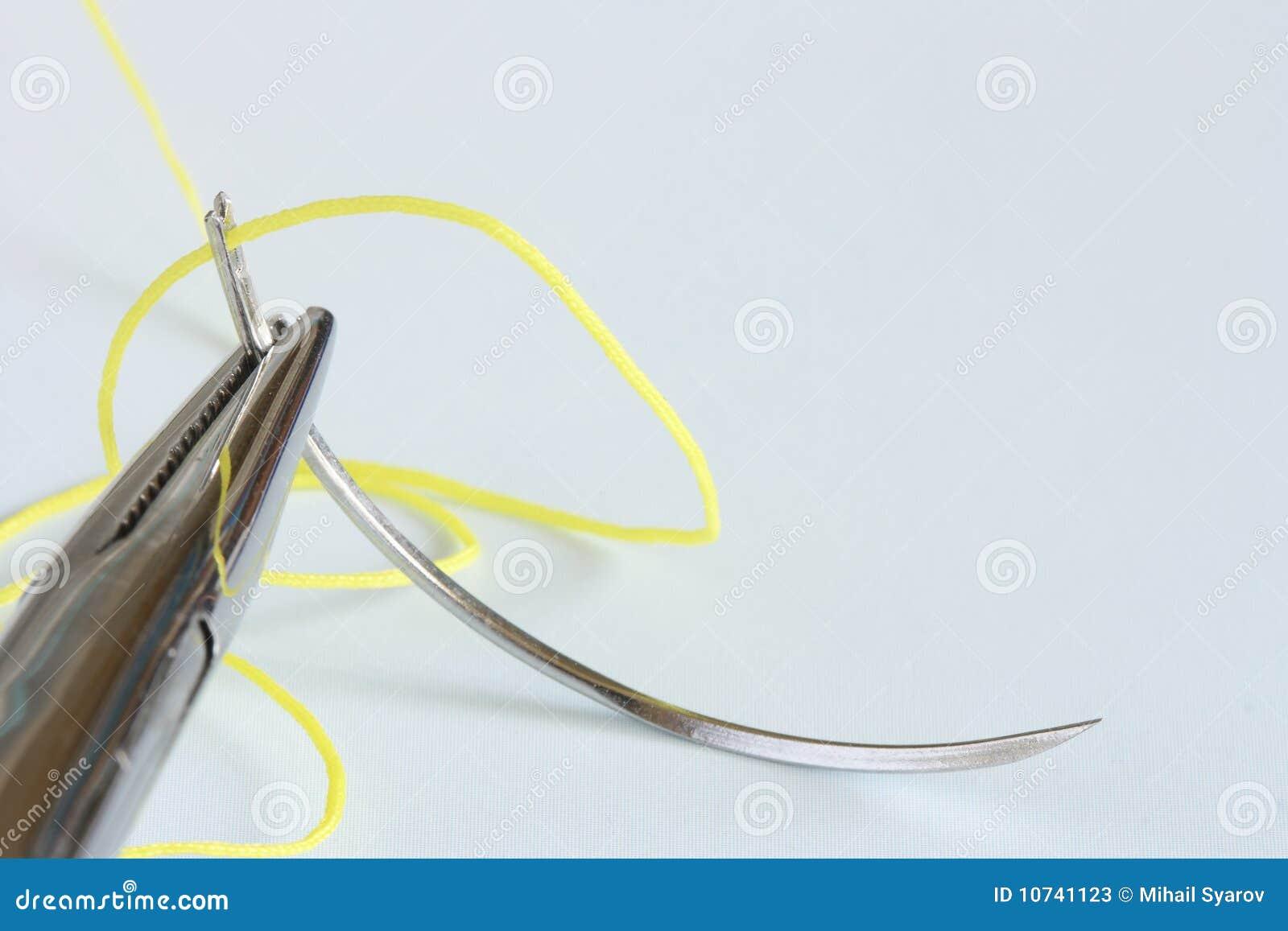 Instrumento, agulha e linha