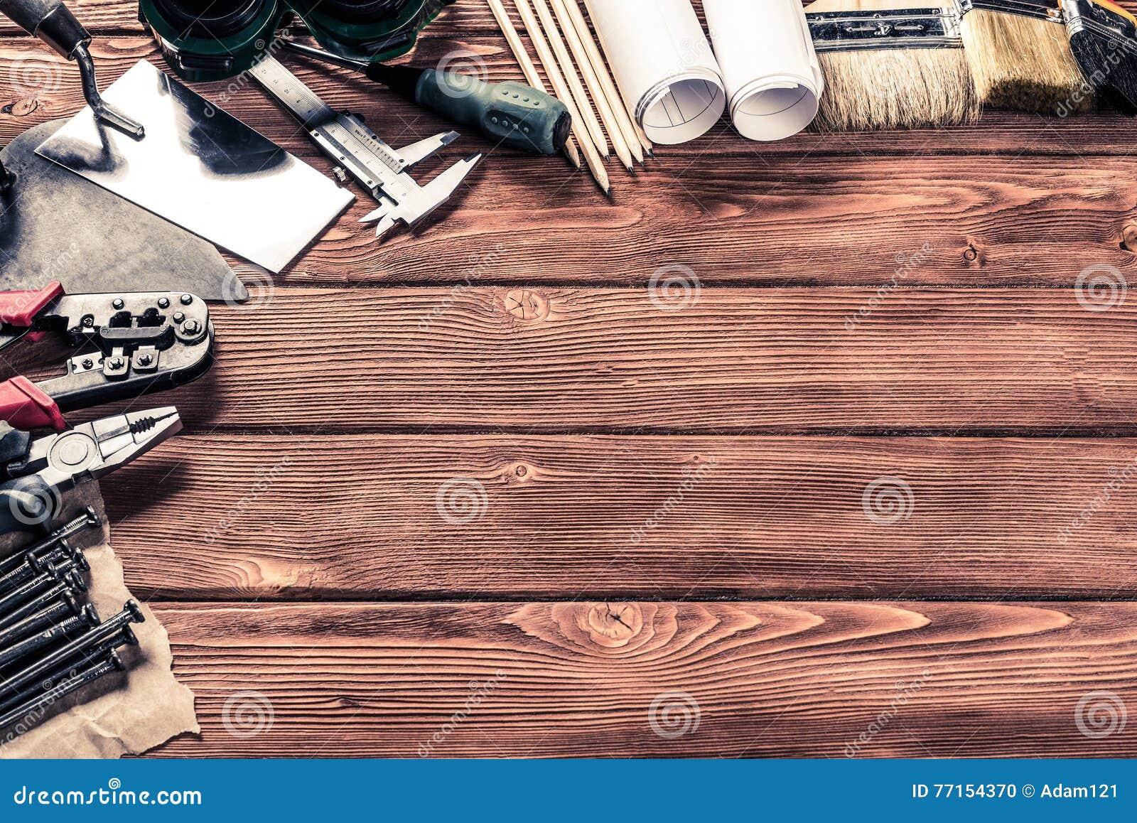 Instruments sur la table en bois