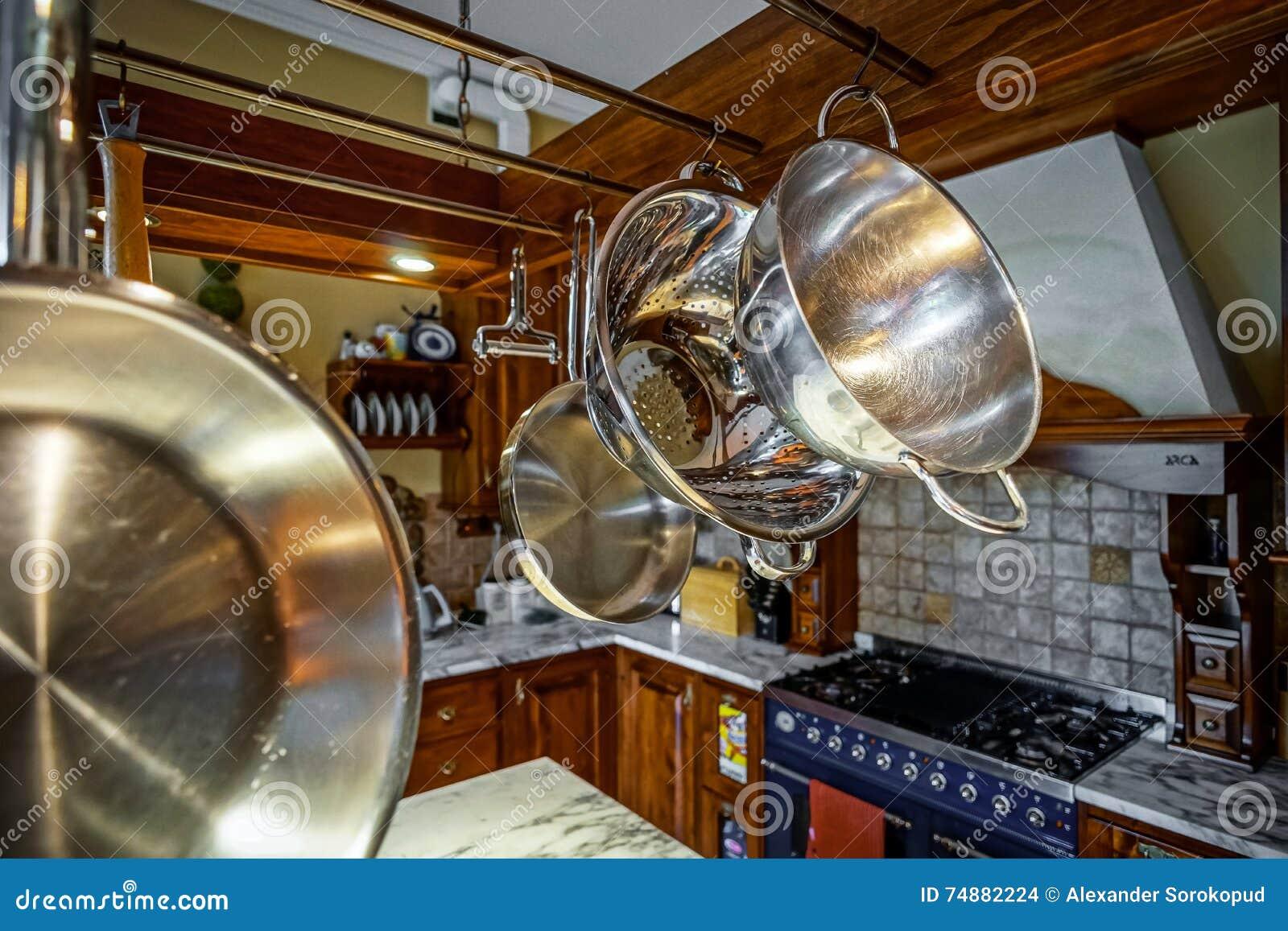 Interieur A L Ancienne De Belle Cuisine Avec Les Meubles En Bois