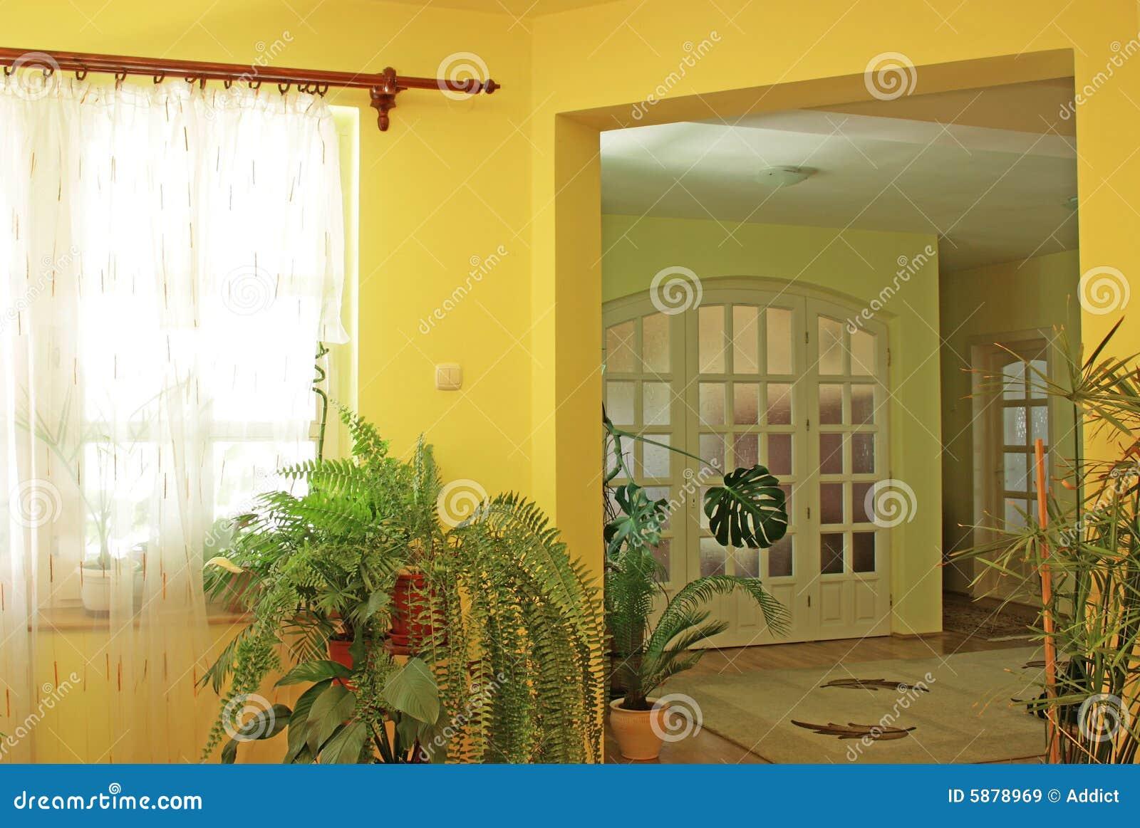 Int rieur la maison jaune images libres de droits for Interieur de la maison