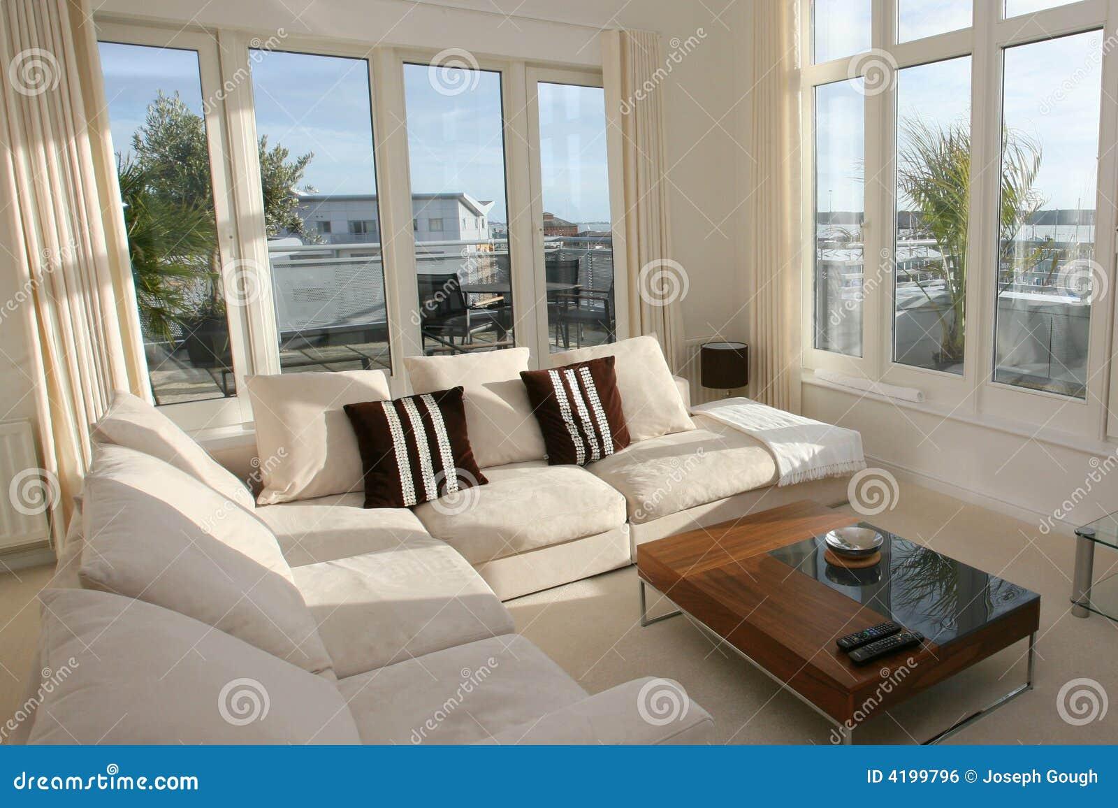 Intérieur à la maison moderne de salle de séjour