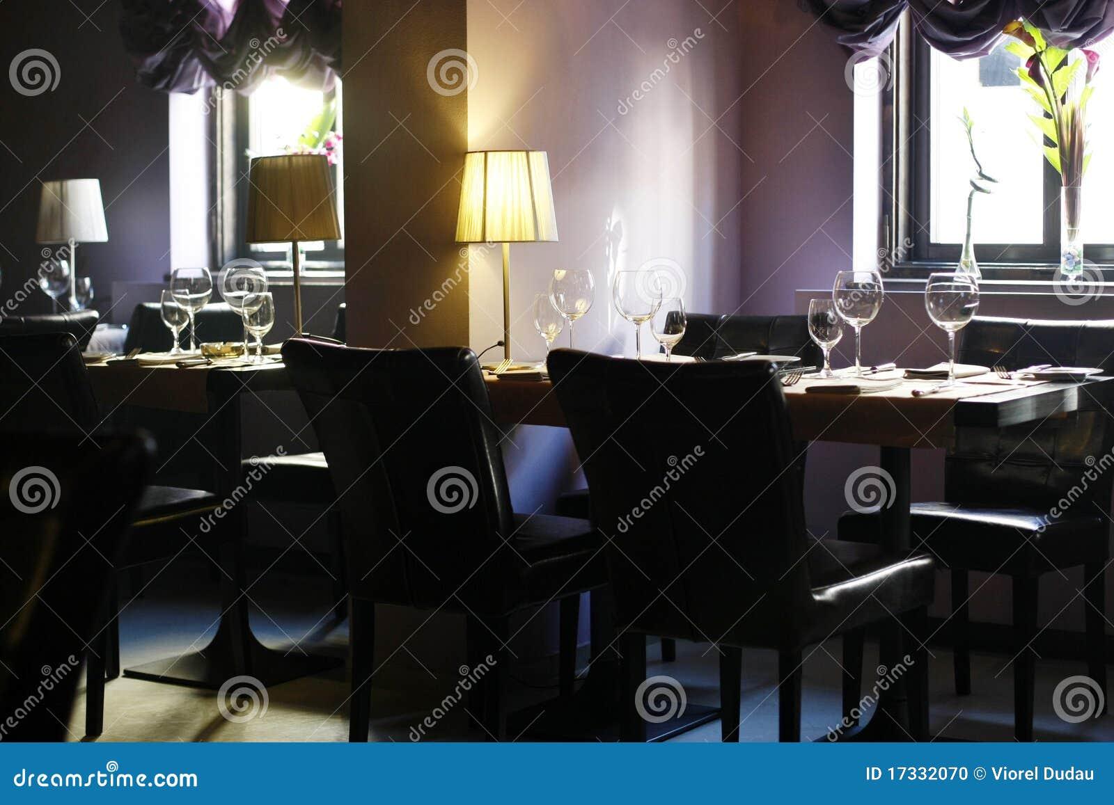 Int rieur l gant d 39 un restaurant vide photo stock image for Interieur restaurant