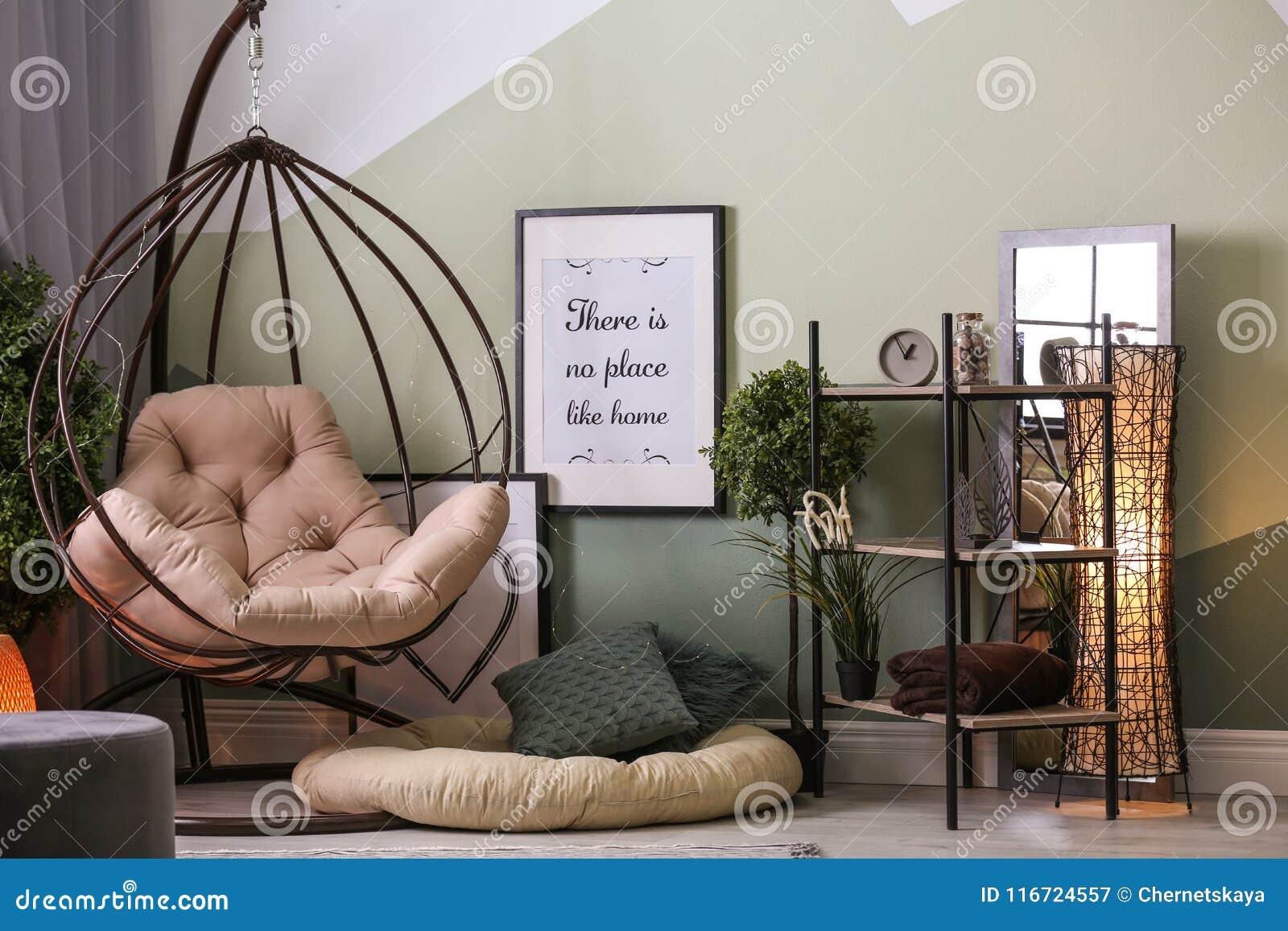 Intérieur élégant De Salon Avec Le Fauteuil Confortable Image stock ...