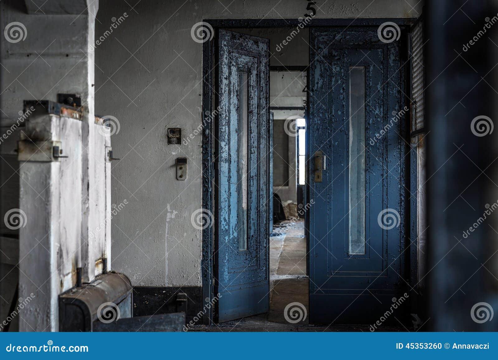 Intérieur abandonné de porte