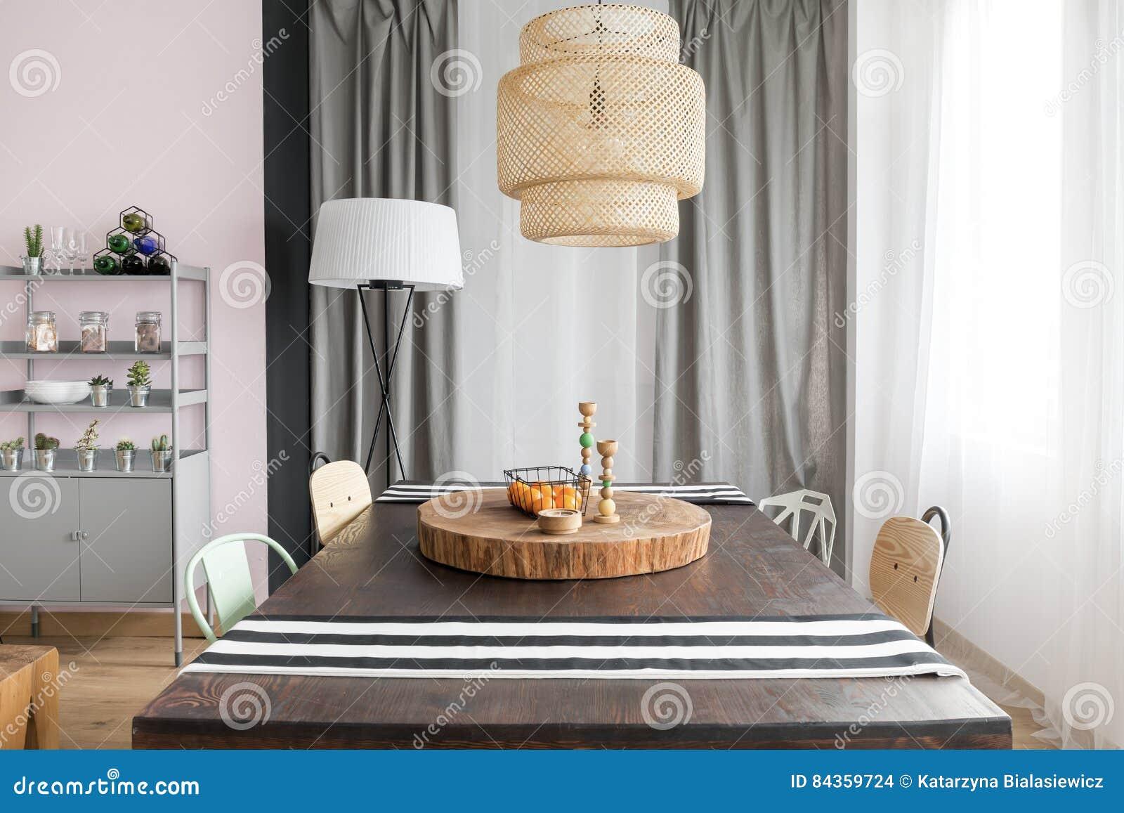 Intérieur avec la table dinante