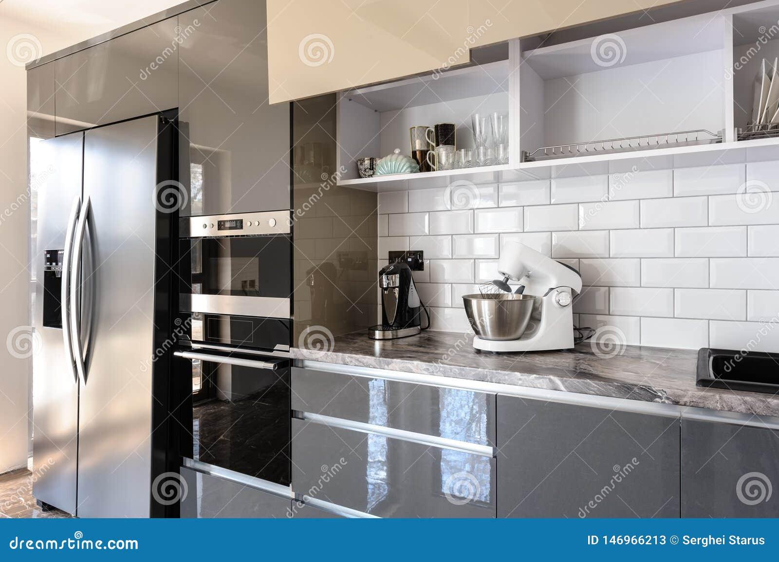Interieur Blanc Beige Et Gris Moderne De Luxe De Cuisine Image