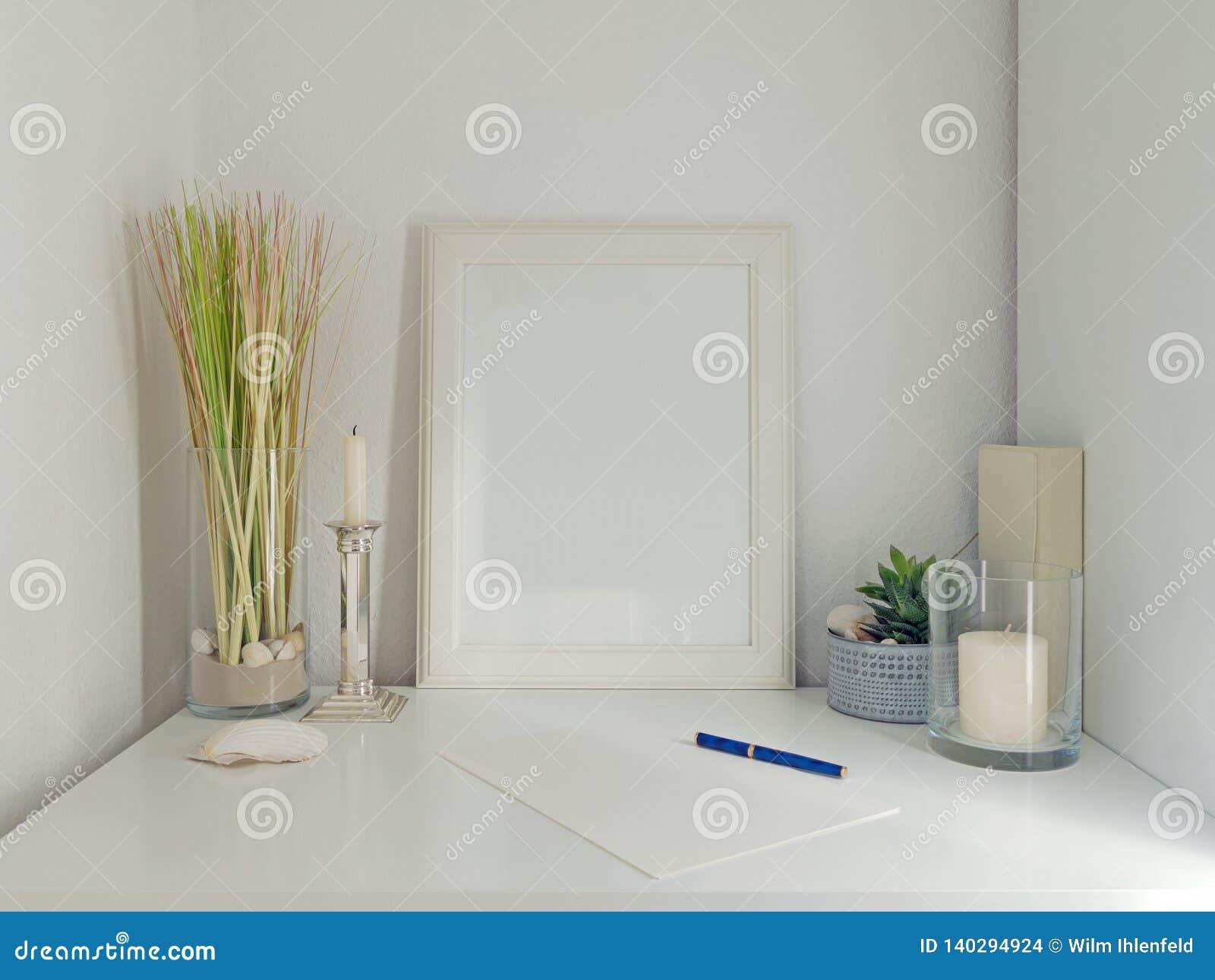 Deco Cadre Photo Mur intérieur blanc de bureau avec le cadre et fond blanc de mur
