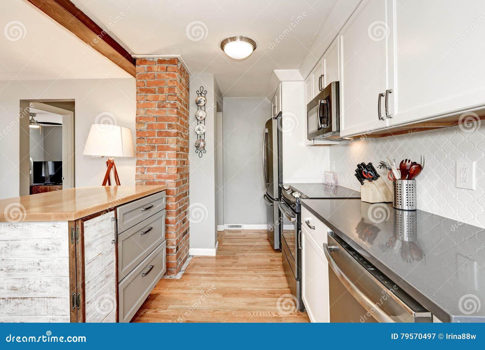 Intérieur blanc et gris de pièce de cuisine