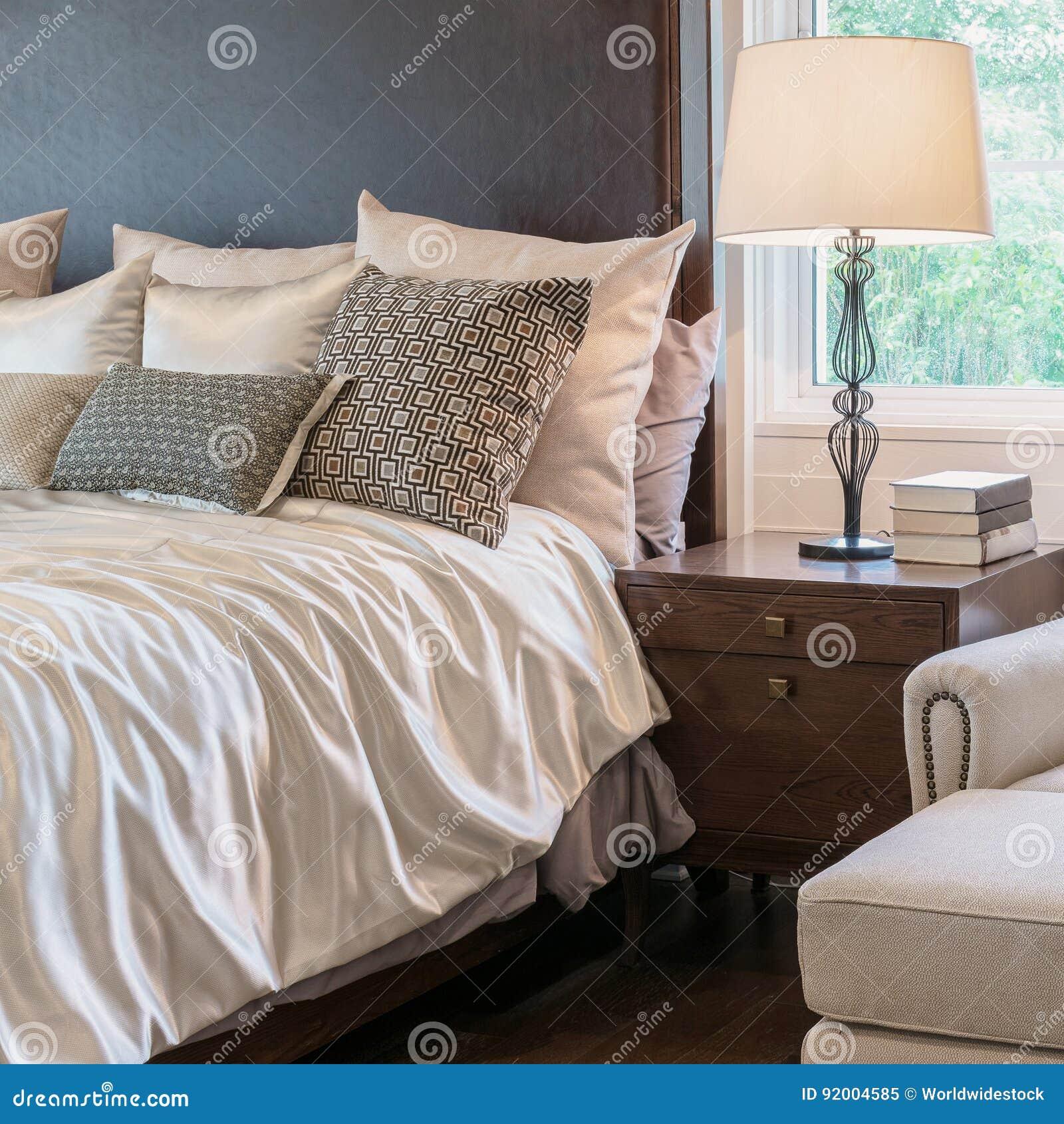 intrieur classique de chambre coucher de style avec la dcoration de luxe