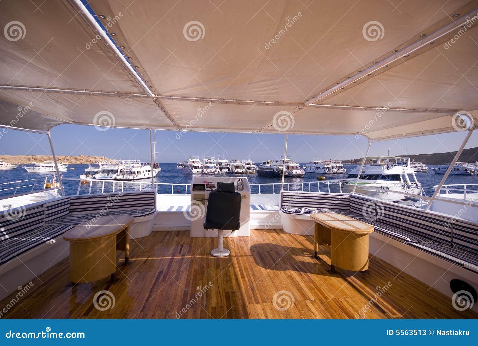 Int rieur classique de yacht photos stock image 5563513 for Interieur yacht