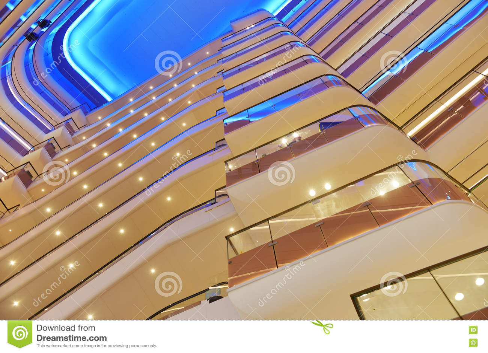 Intérieur commercial de bâtiment