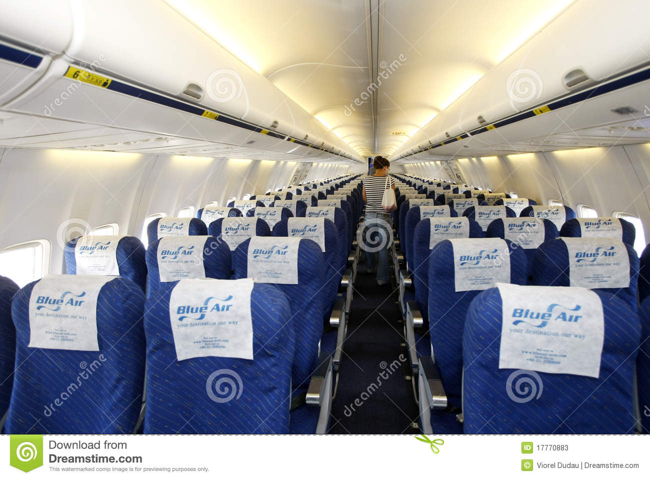 Int rieur d 39 avion de blue air photo stock ditorial for Interieur d avion