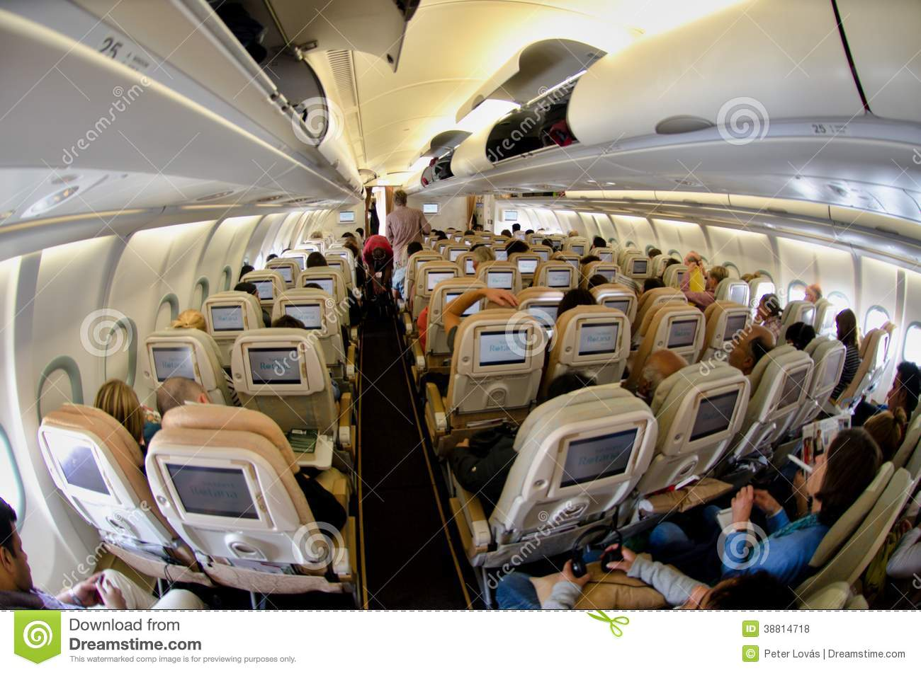 Int rieur d 39 un airbus photo stock ditorial image 38814718 for Avion airbus a380 interieur