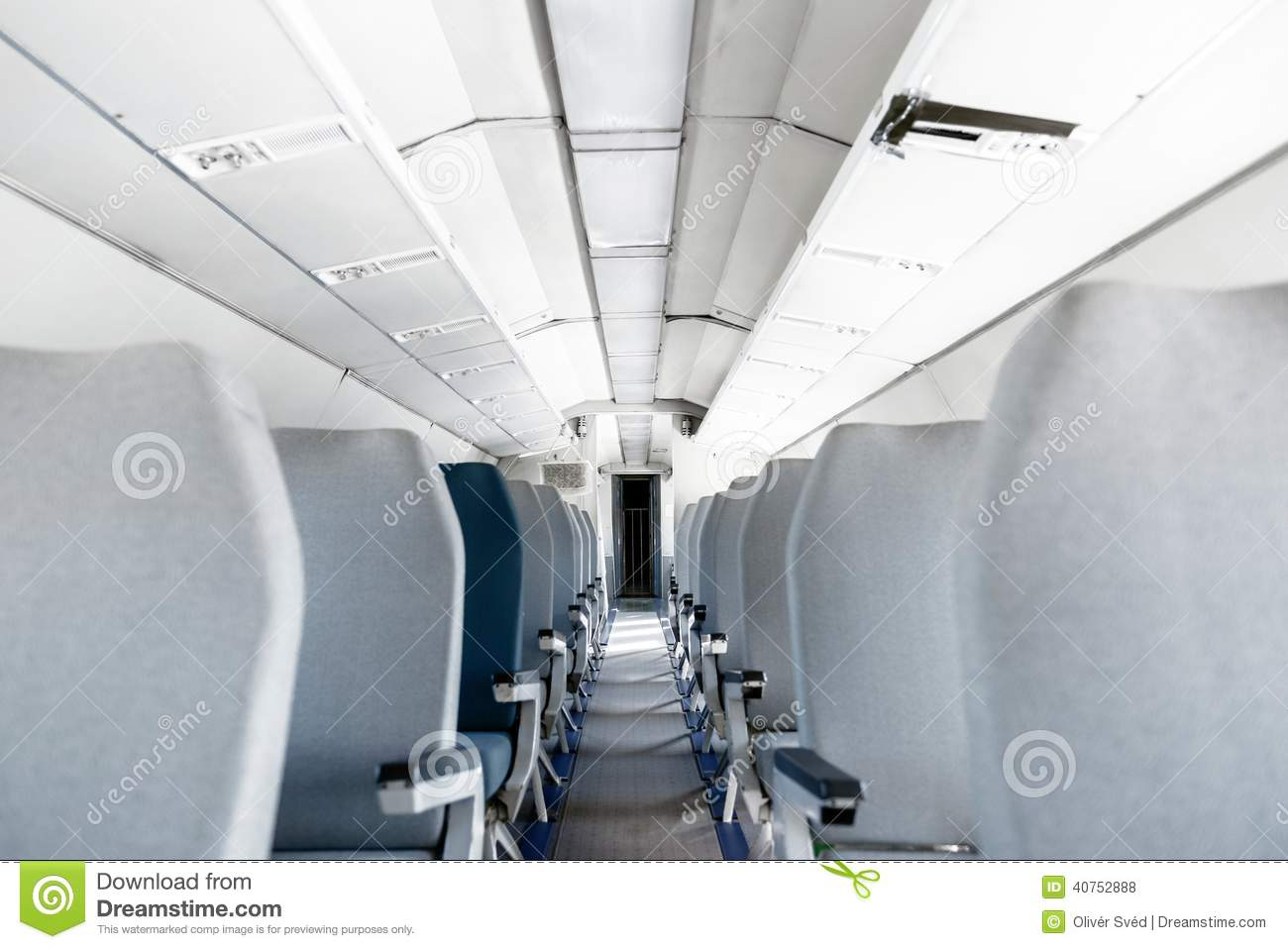 Int rieur d 39 un avion avec beaucoup de si ges photo stock for Interieur d avion