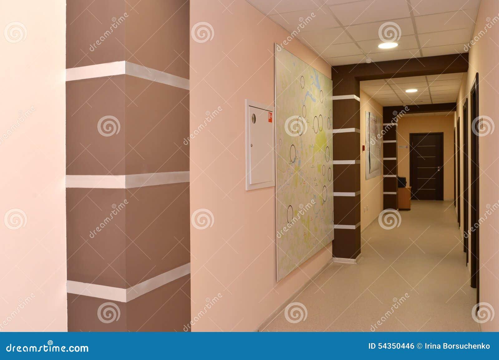 Intérieur d un couloir de l immeuble de bureaux photo stock
