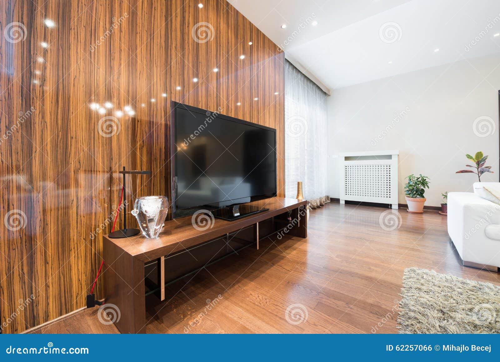 Int rieur d 39 un salon moderne avec le mur brillant de l 39 oe for Platrer un mur interieur