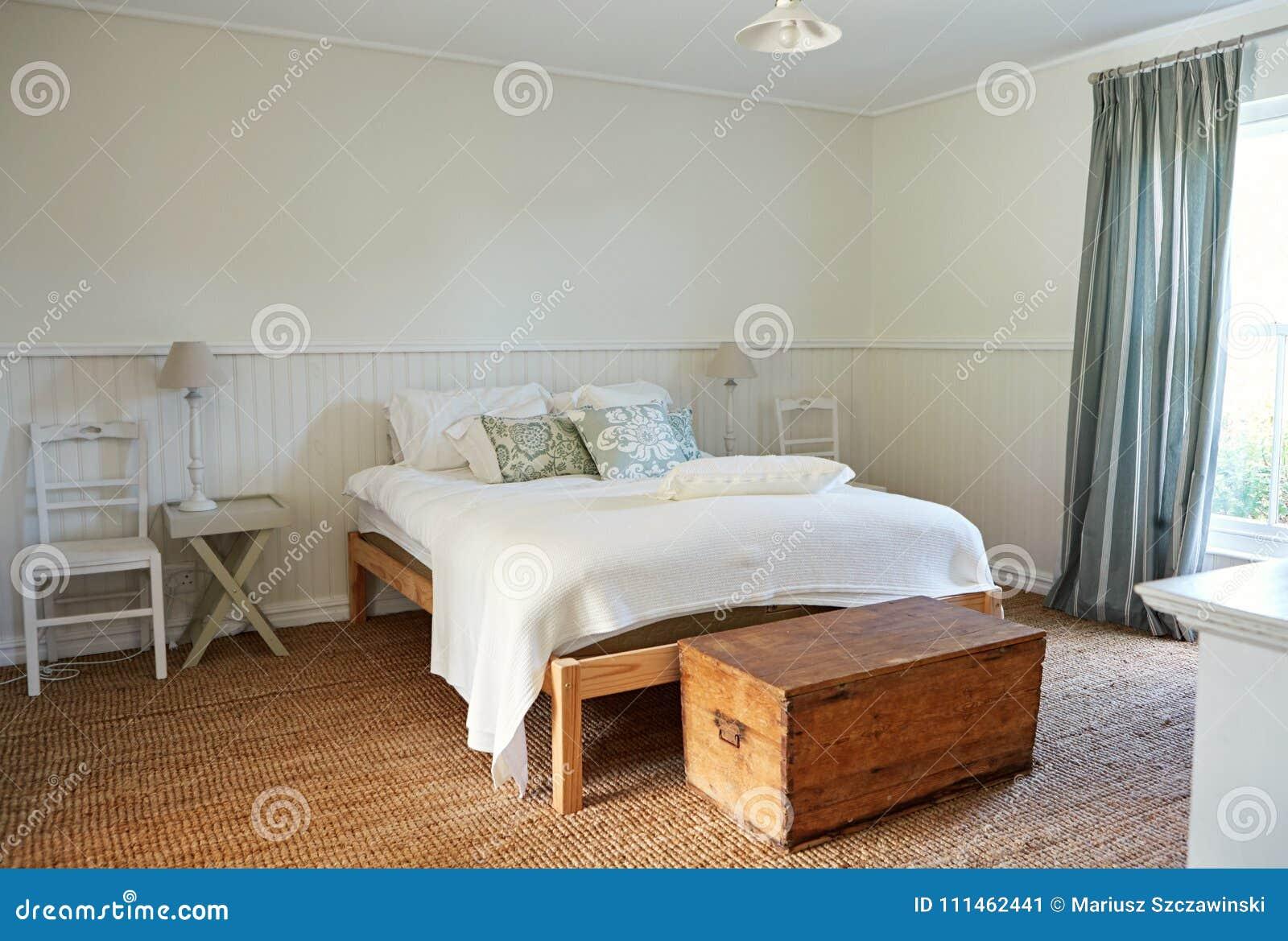 Intérieur D\'une Chambre à Coucher Confortable Dans Une ...
