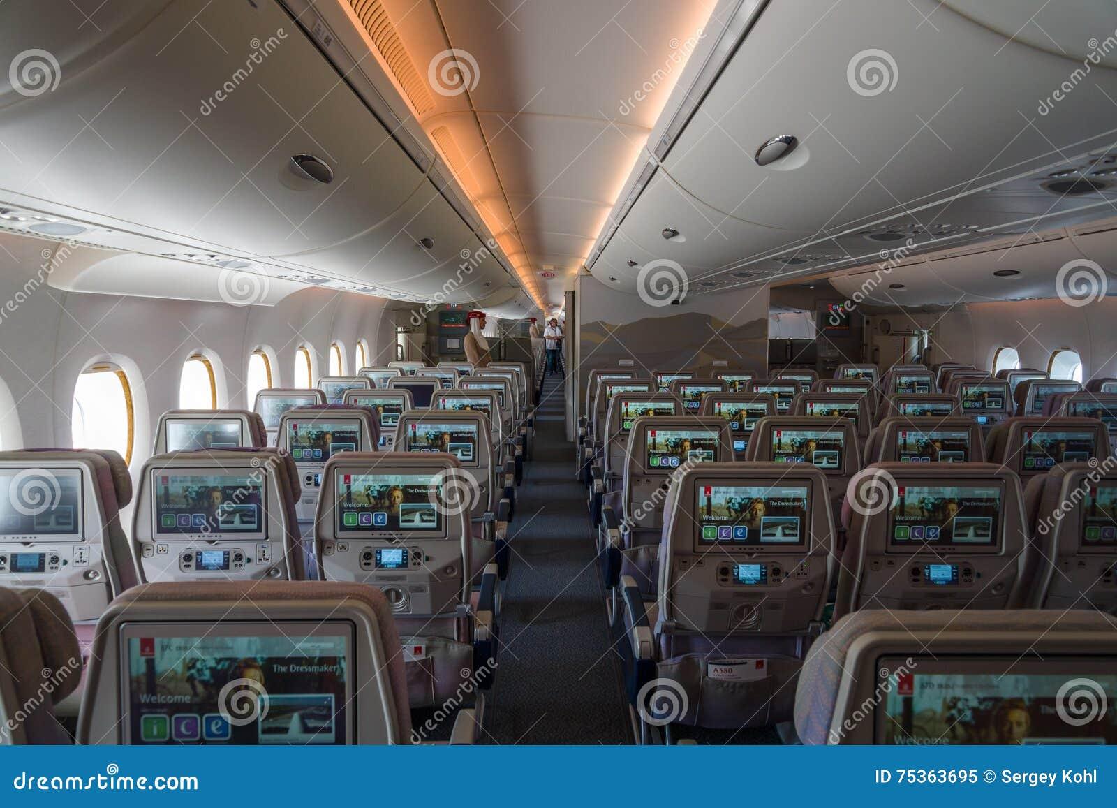 Int rieur d 39 une classe touriste des porteurs airbus a380 for Interieur airbus a380