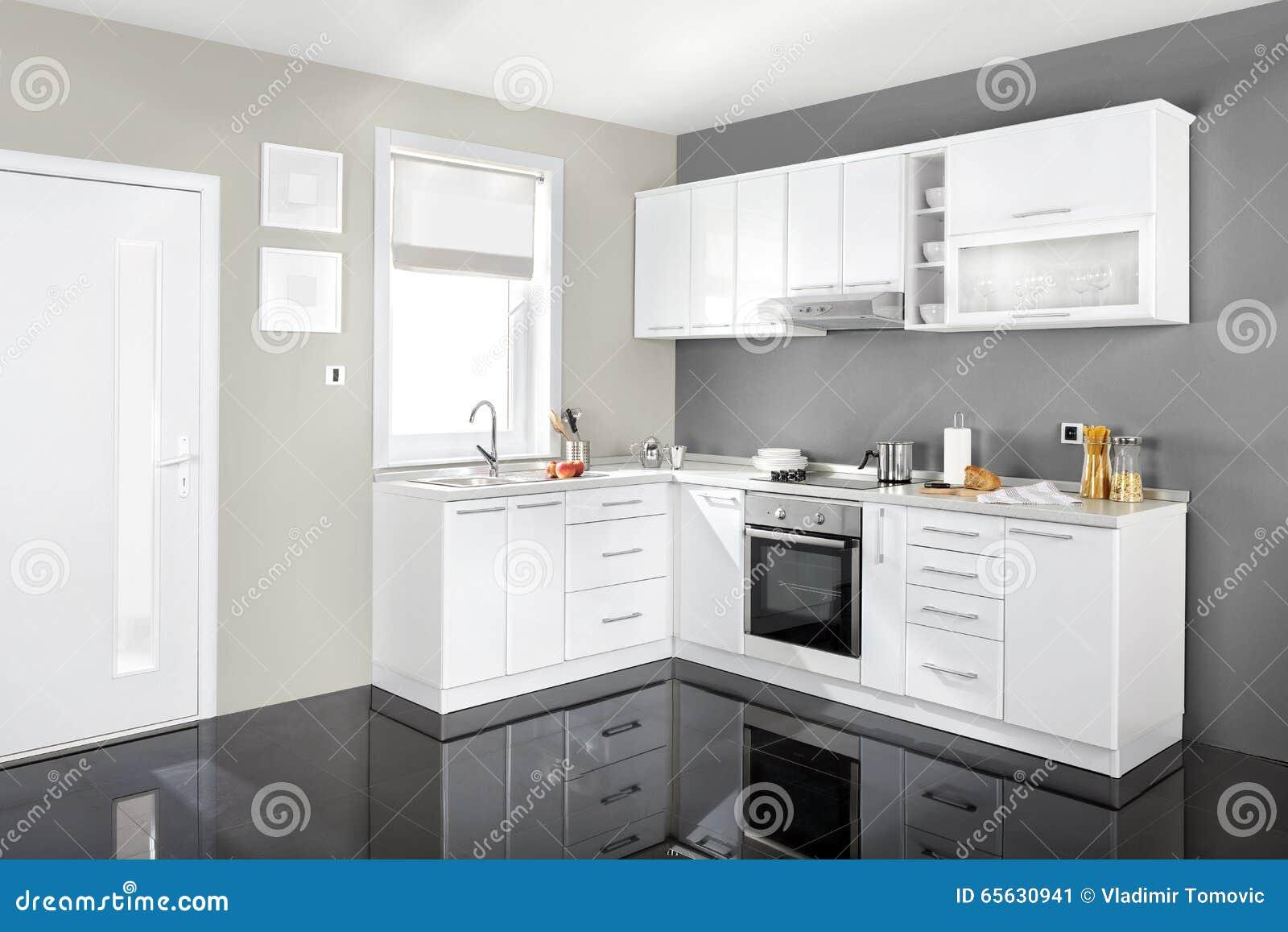 Intérieur d une cuisine moderne, meubles en bois, simple et propre