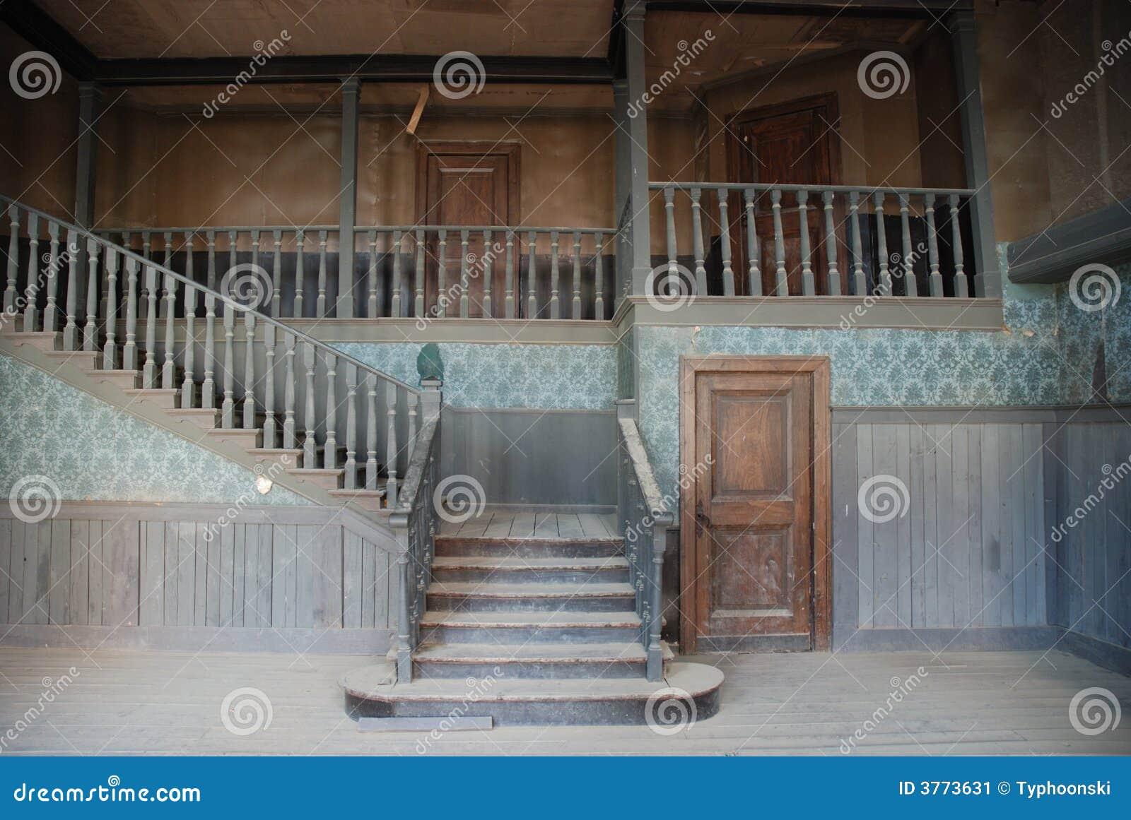 Int rieur d 39 une maison abandonn e image stock image 3773631 for Interieur maison americaine