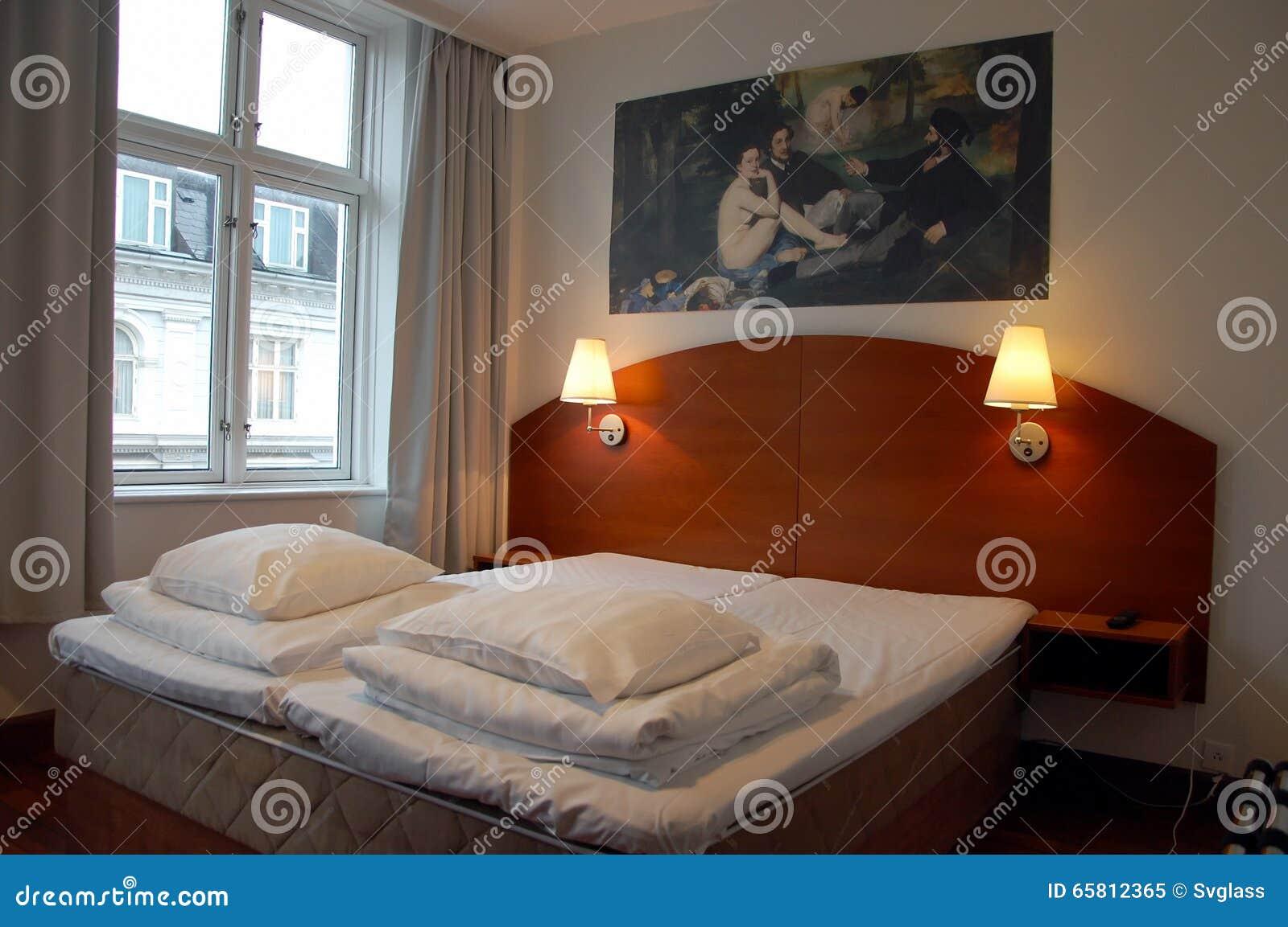 download intrieur dune petite chambre pour deux personnes un htel image ditorial