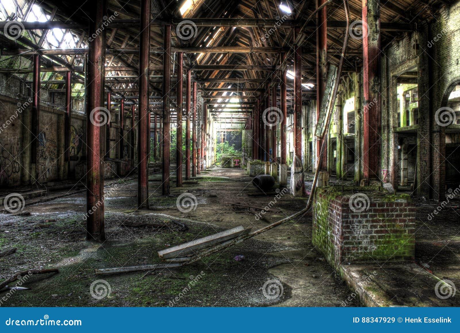 Intérieur d usine abandonnée