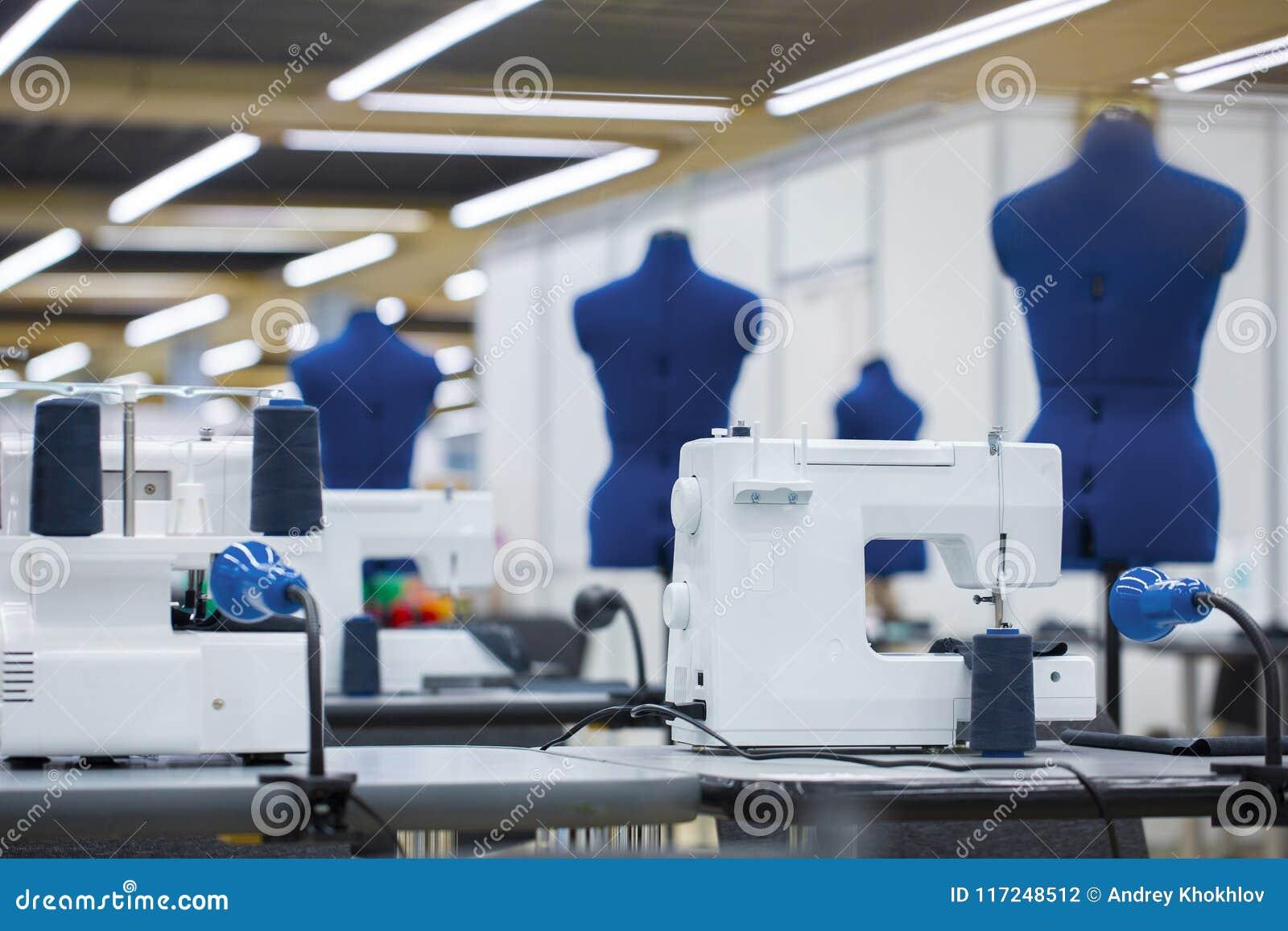 Intérieur d usine de vêtement Mise sur pied de l industrie, atelier de couturier, concept d industrie