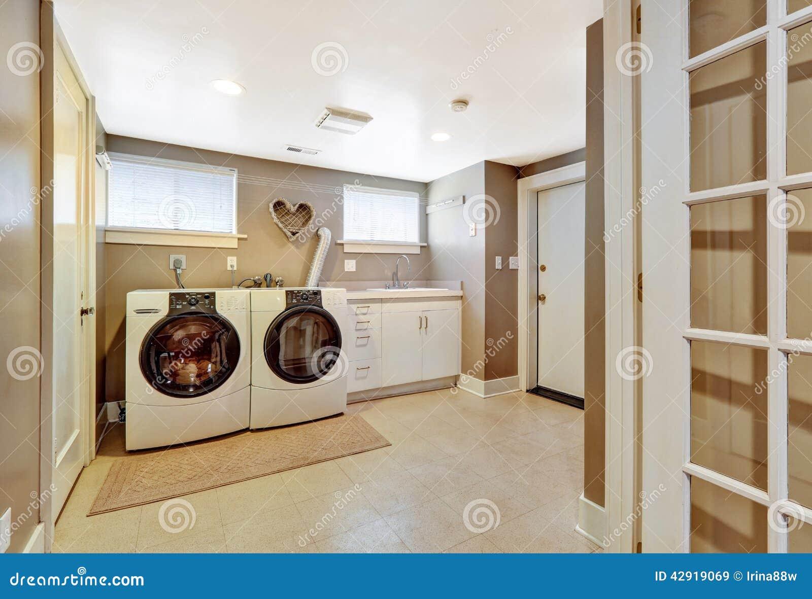 int rieur de buanderie dans la couleur grise photo stock image 42919069. Black Bedroom Furniture Sets. Home Design Ideas