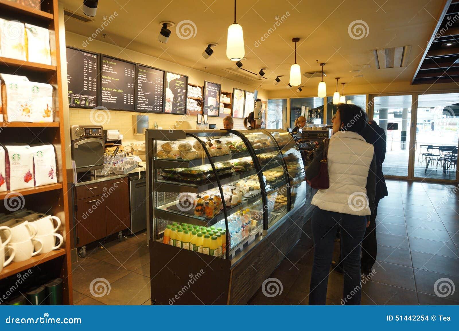 Intérieur De Café De Starbucks Dans L\'aéroport De Helsinki Image ...
