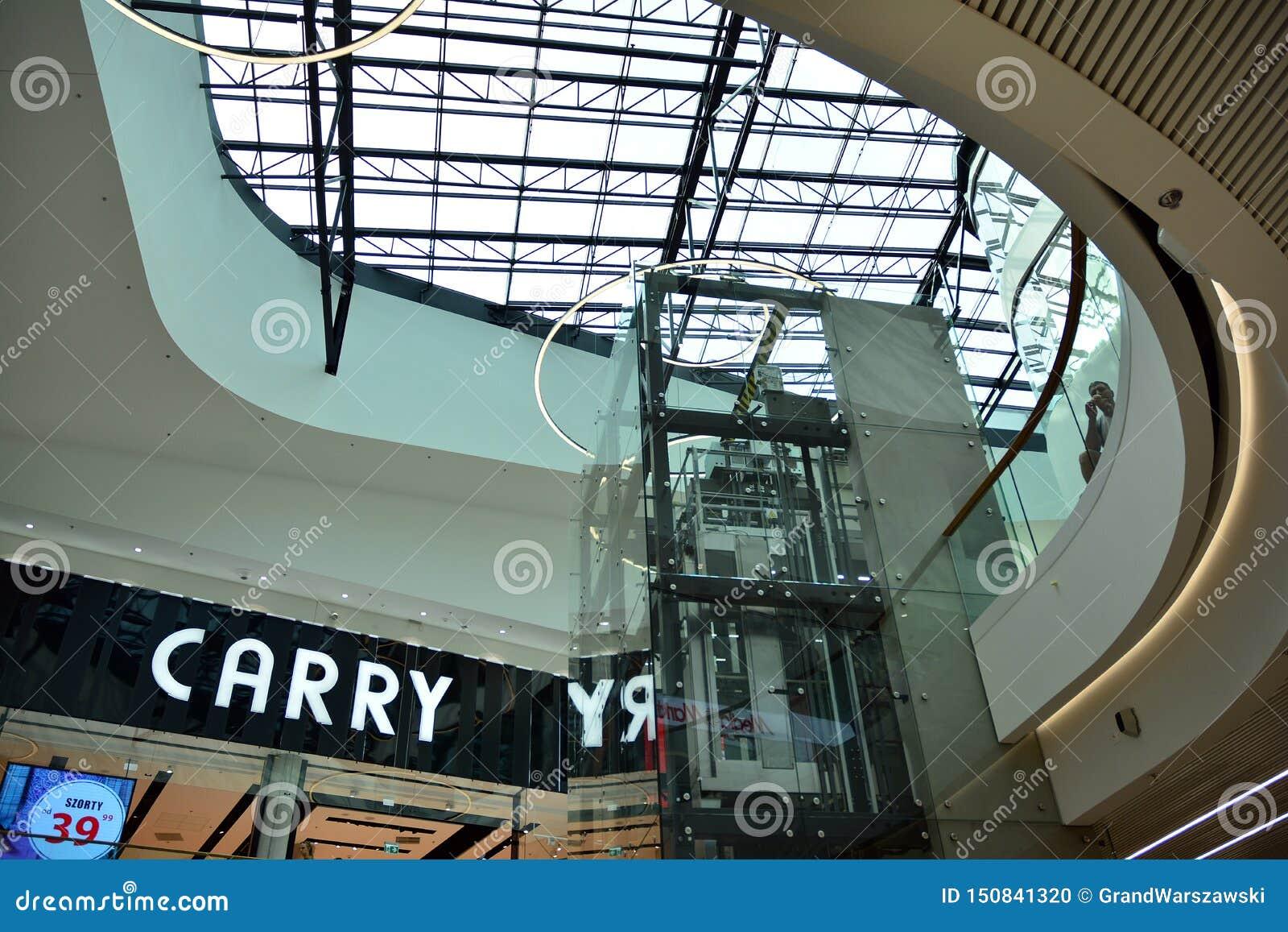 Intérieur de centre commercial moderne Galeria Mlociny