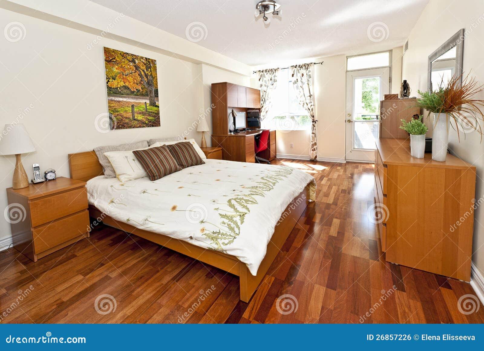 Intérieur De Chambre à Coucher Avec L\'étage De Bois Dur ...