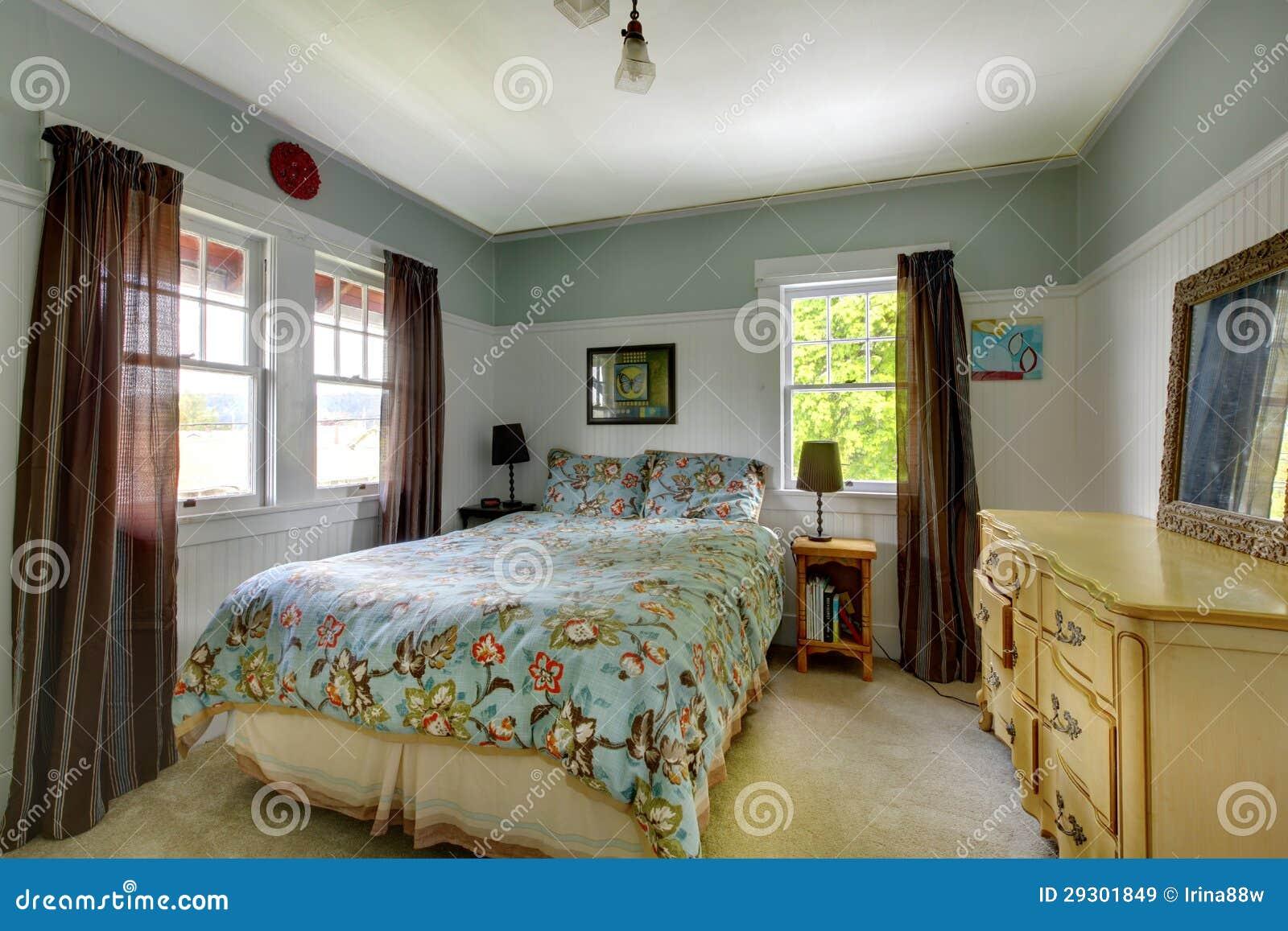 Int rieur de chambre coucher avec le bleu et le brun for Interieur chambre a coucher