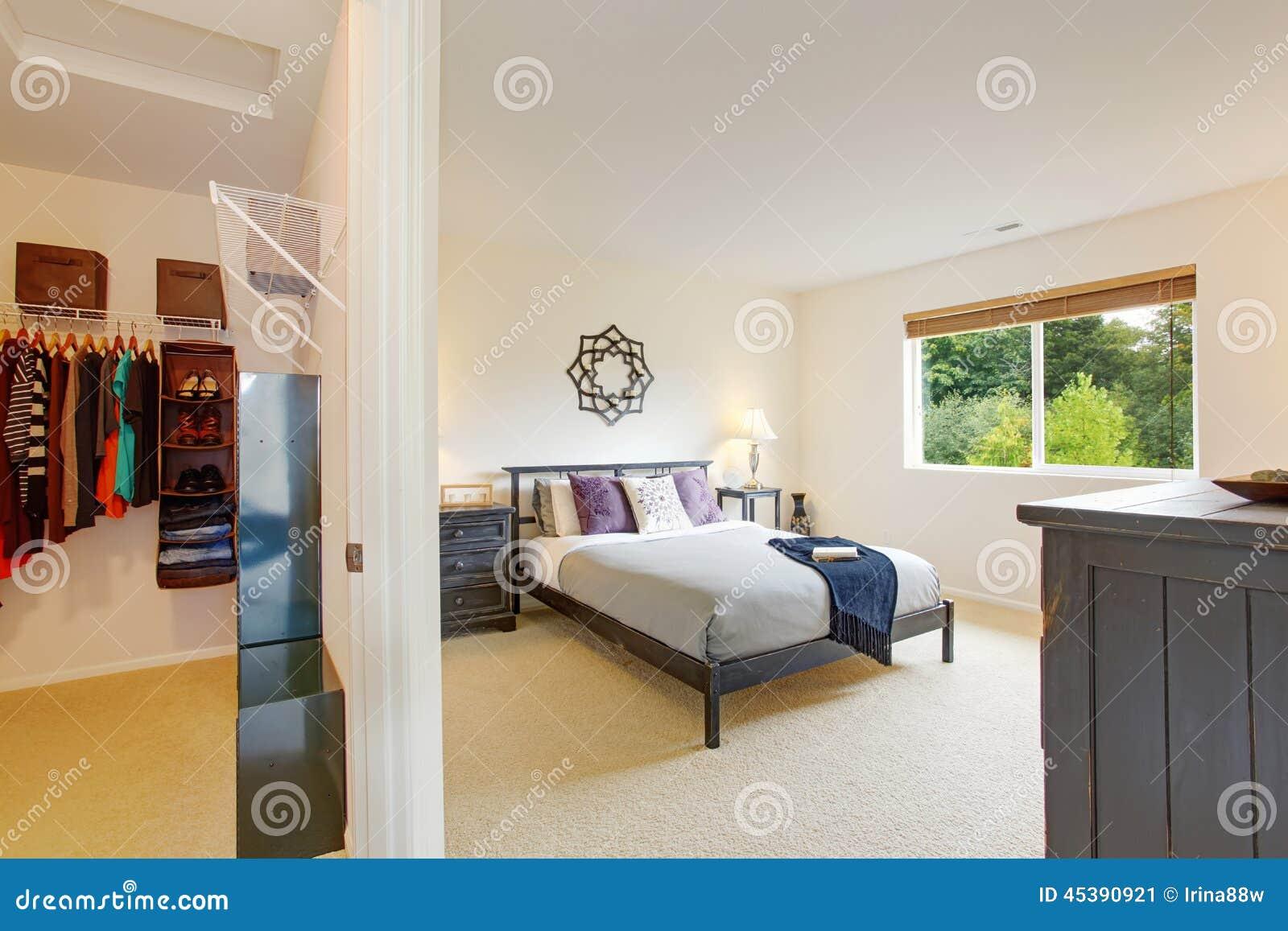 Int rieur de chambre coucher principale avec la penderie for Chambre walk in