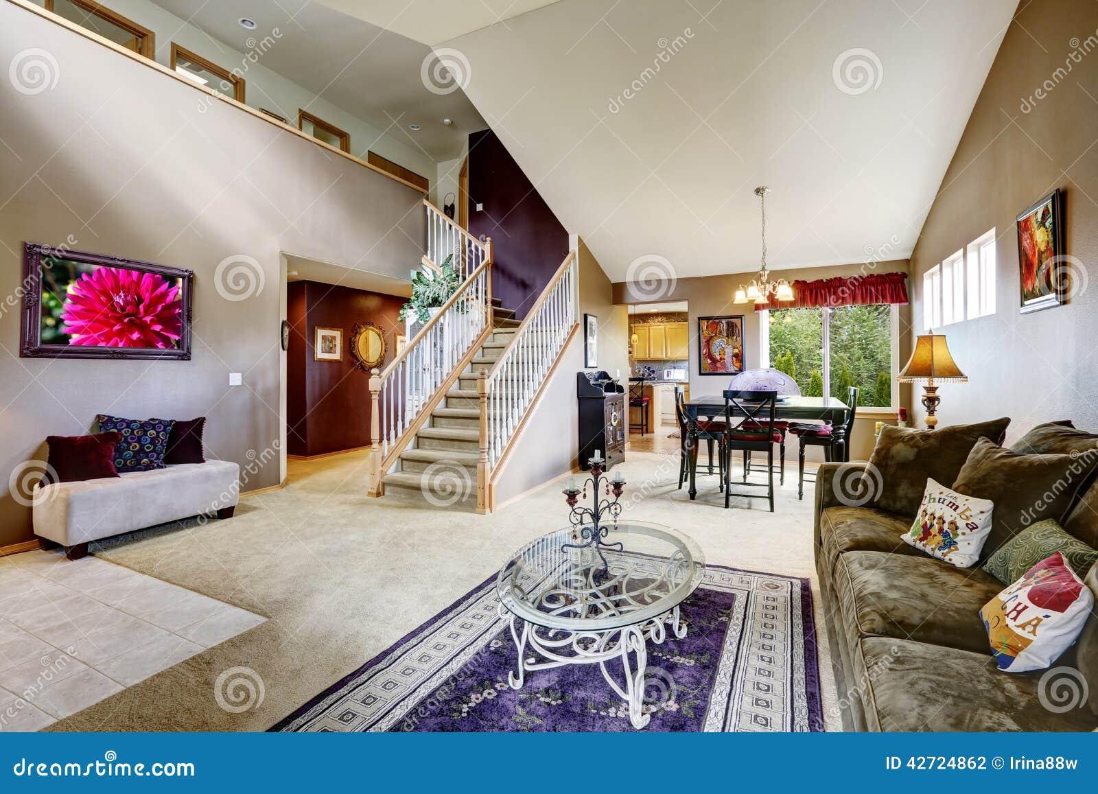 Int rieur de chambre avec l 39 espace ouvert salon avec l 39 escalier photo - Escalier ouvert salon ...