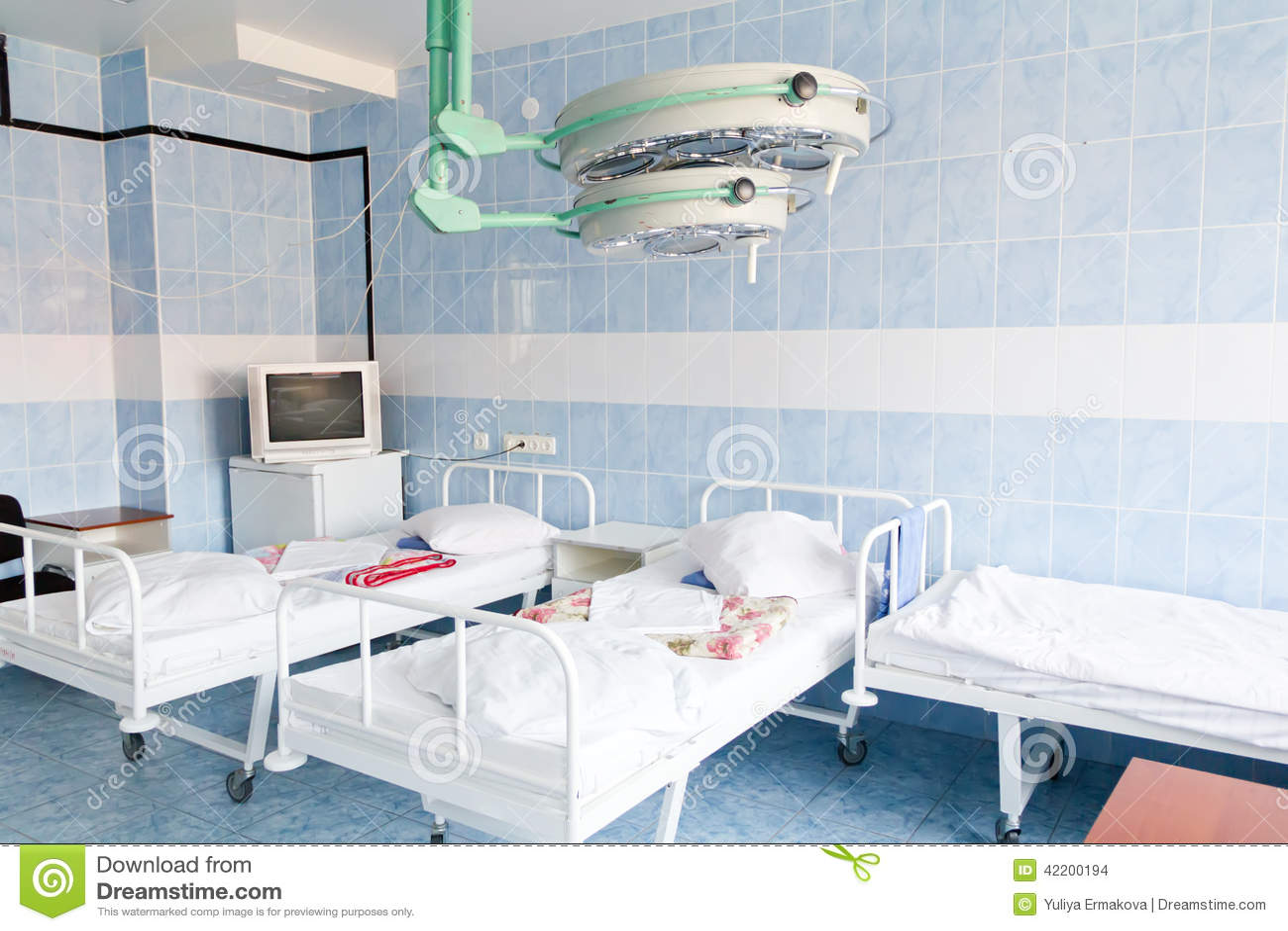 Int rieur de chambre d h pital sans malades for Chambre d hopital