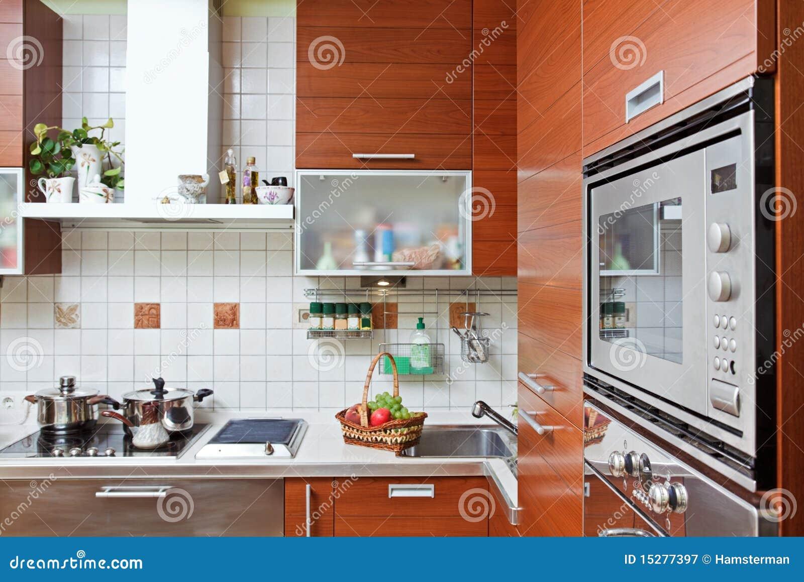 Meuble Micro Onde Et Four intérieur de cuisine avec la construction en four à micro