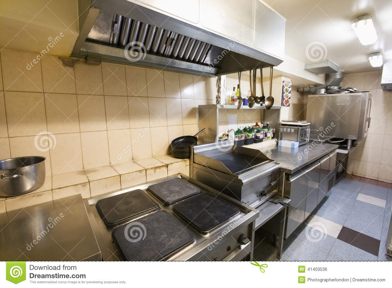 Int rieur de cuisine vide de restaurant photo stock for Interieur de cuisine