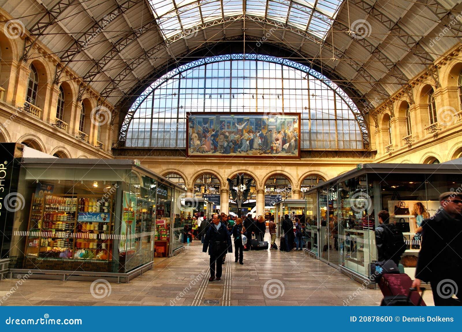 int rieur de gare de l 39 est image ditorial image du apr s 20878600. Black Bedroom Furniture Sets. Home Design Ideas