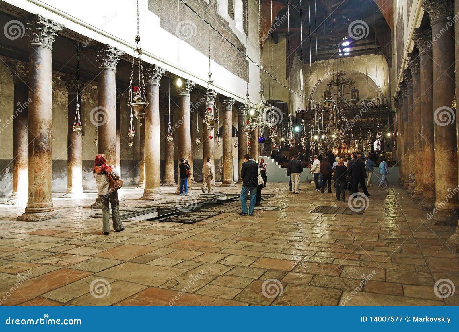 Intérieur de l église de la nativité à Bethlehem