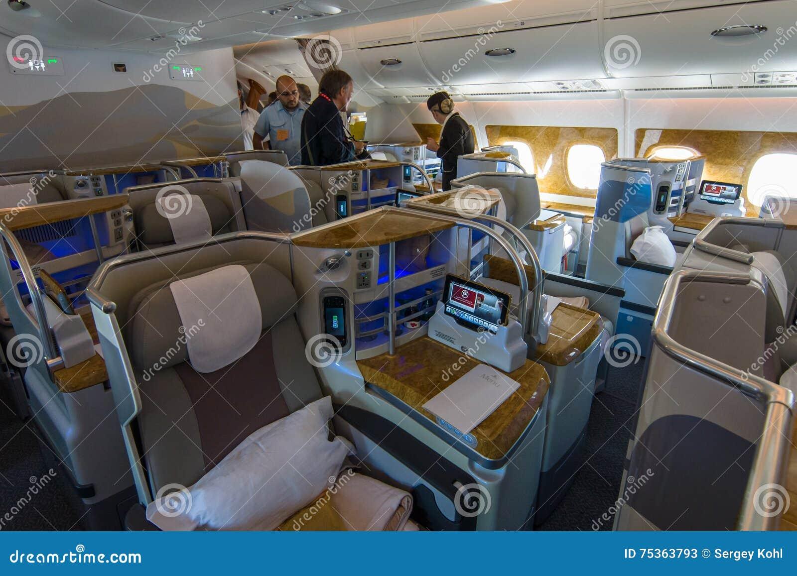 berlin allemagne 2 juin 2016 intrieur de la classe daffaires des porteurs airbus a380 du monde ligne arienne dmirats exposition ila berlin air