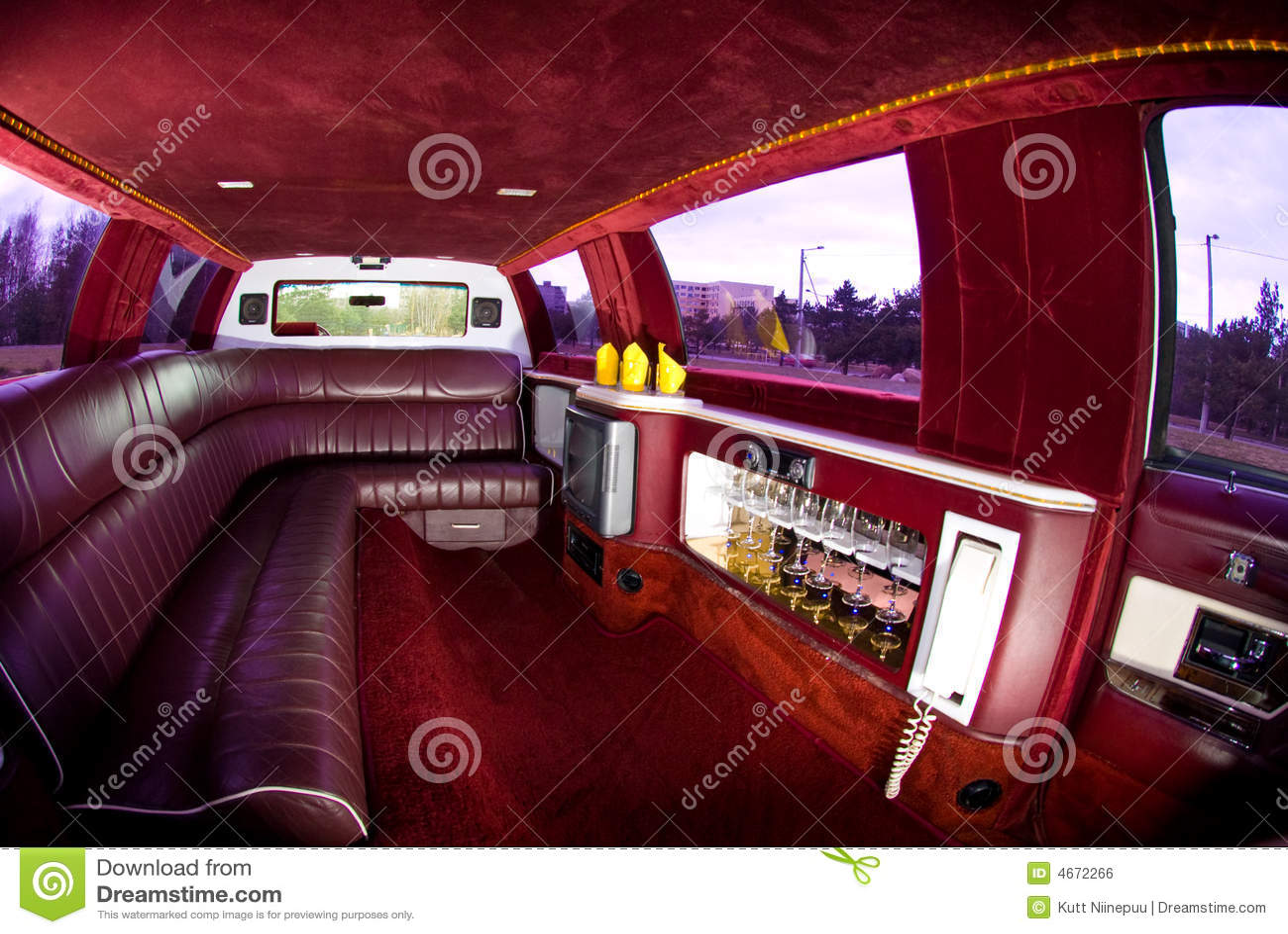 Int rieur de limousine image libre de droits image 4672266 for Interieur limousine