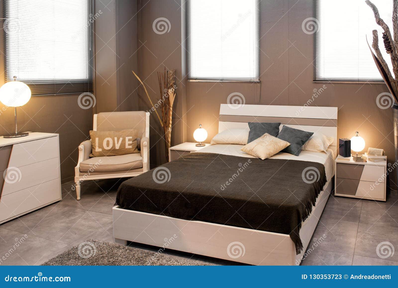 Intérieur De Luxe Brun Romantique De Chambre à Coucher Image stock ...